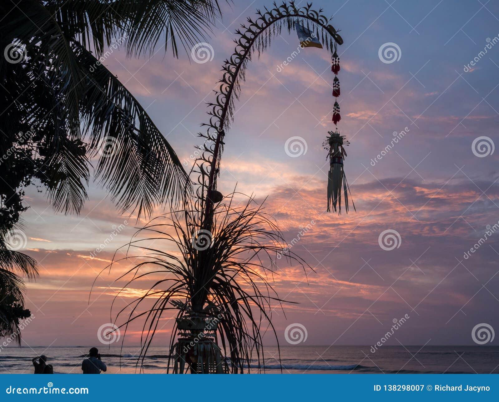 Decoración de Penjor para la celebración del Balinese de Galungan bali