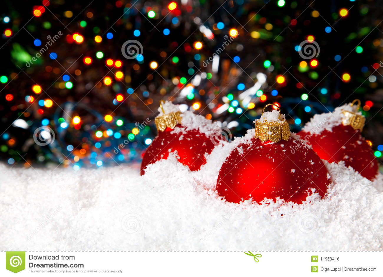 Decoración del día de fiesta de la Navidad con la nieve blanca