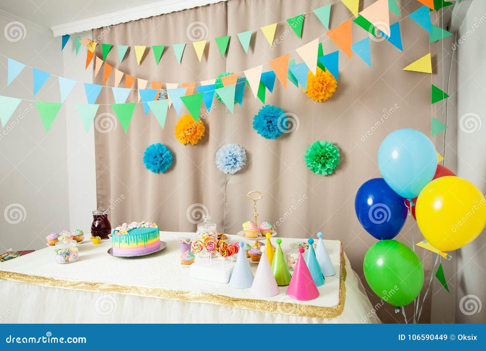 Decoraci n del feliz cumplea os imagen de archivo imagen for Cuartos decorados feliz cumpleanos