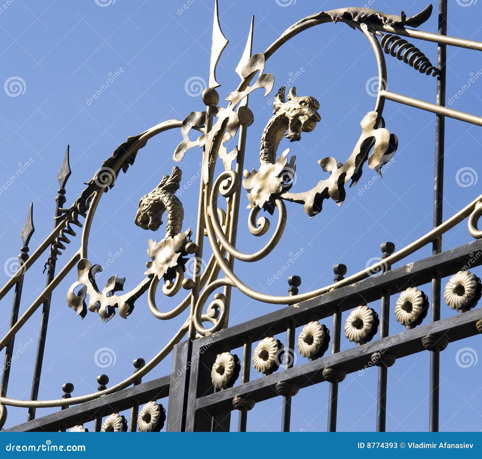Decoraci n grabada en las puertas del hierro fotos de for Lopez del hierro decoracion