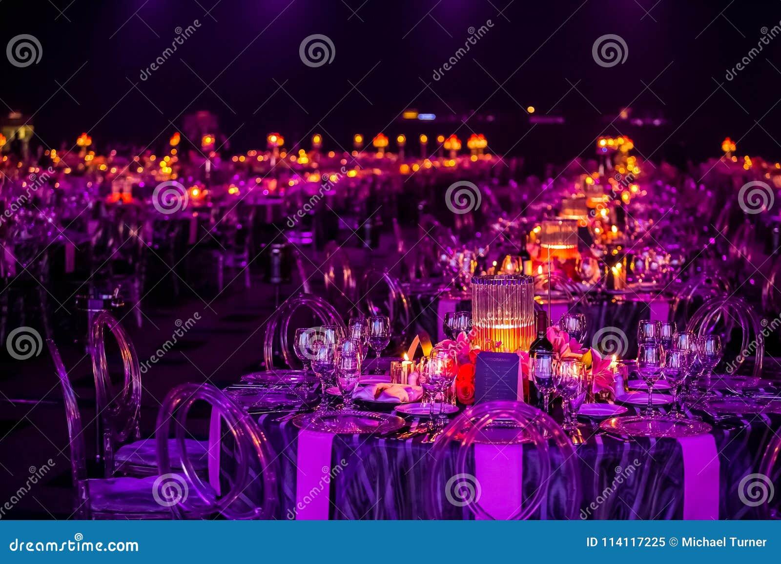 Decoración para una cena grande del partido o de gala