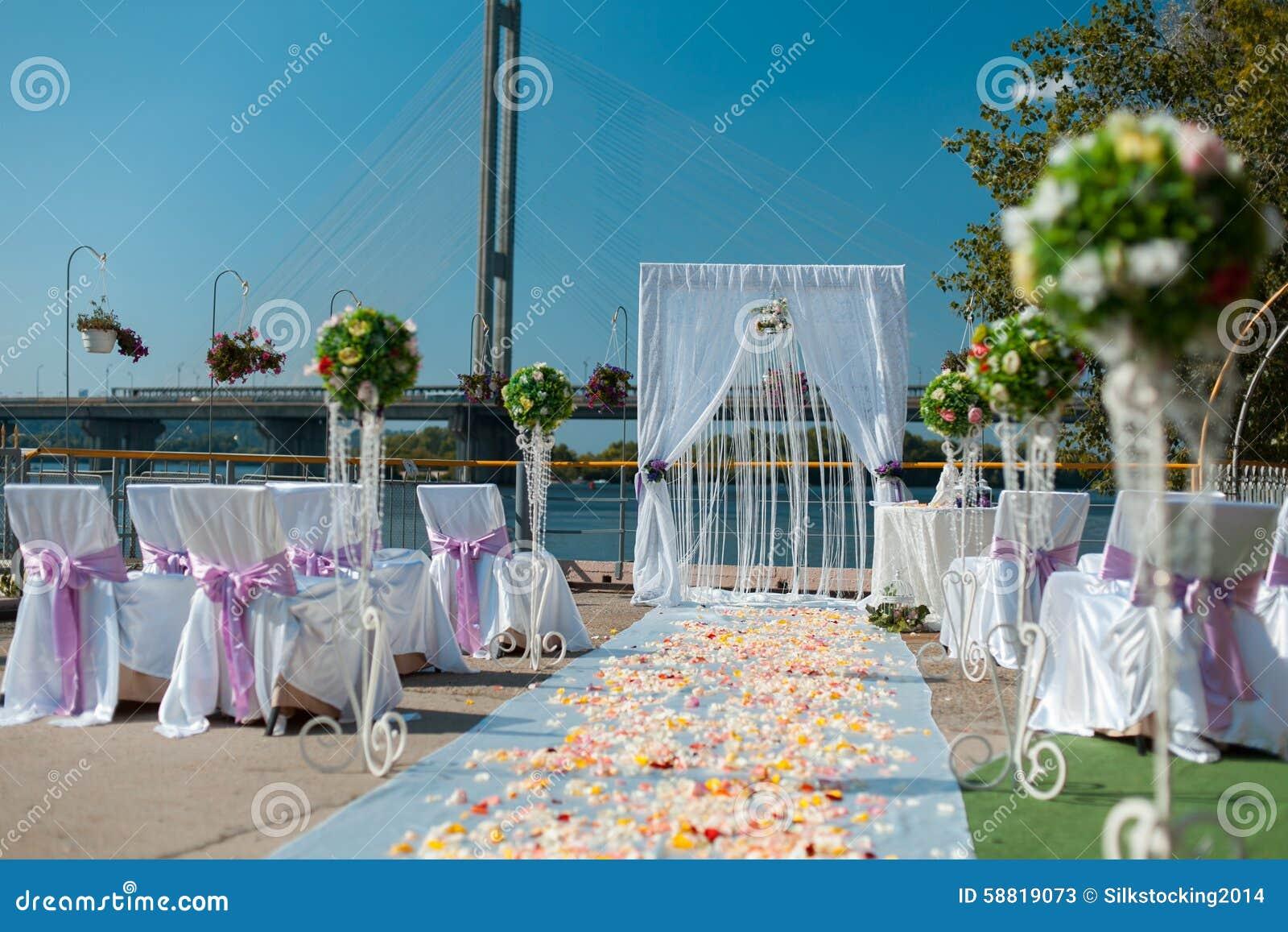 Decoraciones de la boda al aire libre imagen de archivo imagen de hermoso boda 58819073 - Decoracion para bodas al aire libre ...
