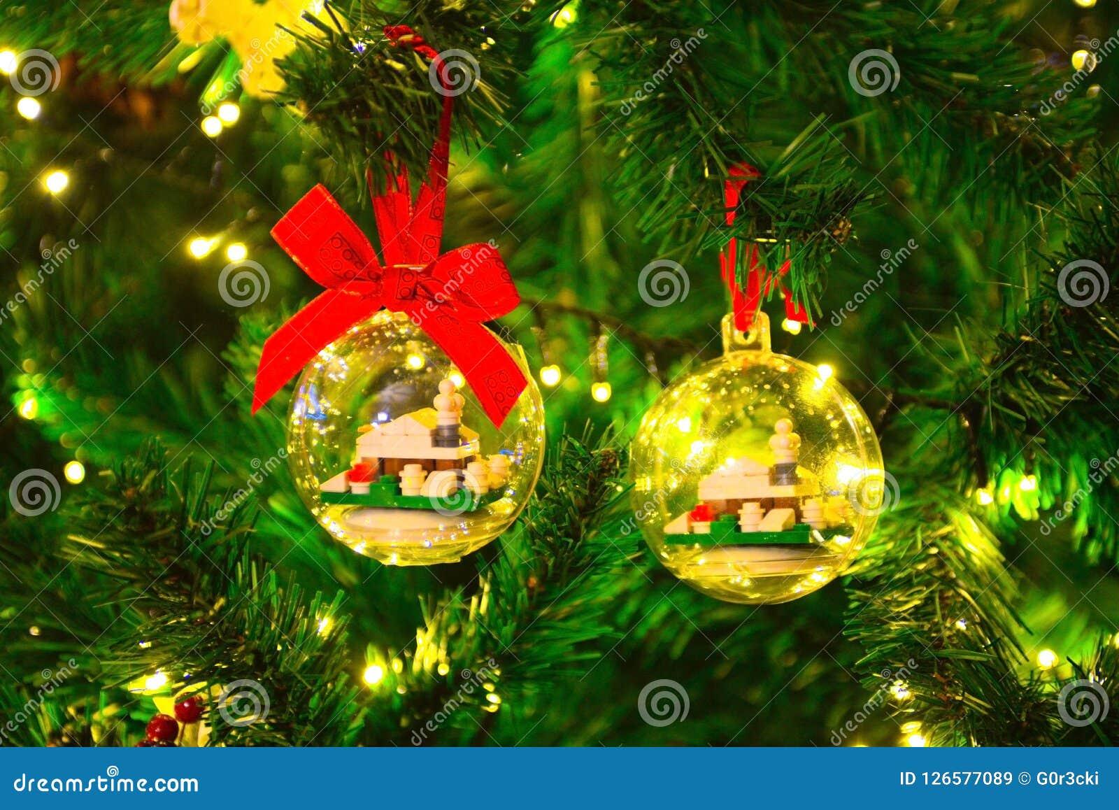 Decoraciones de la Navidad, agujas y cono del pino, tradiciones del pino de Navidad