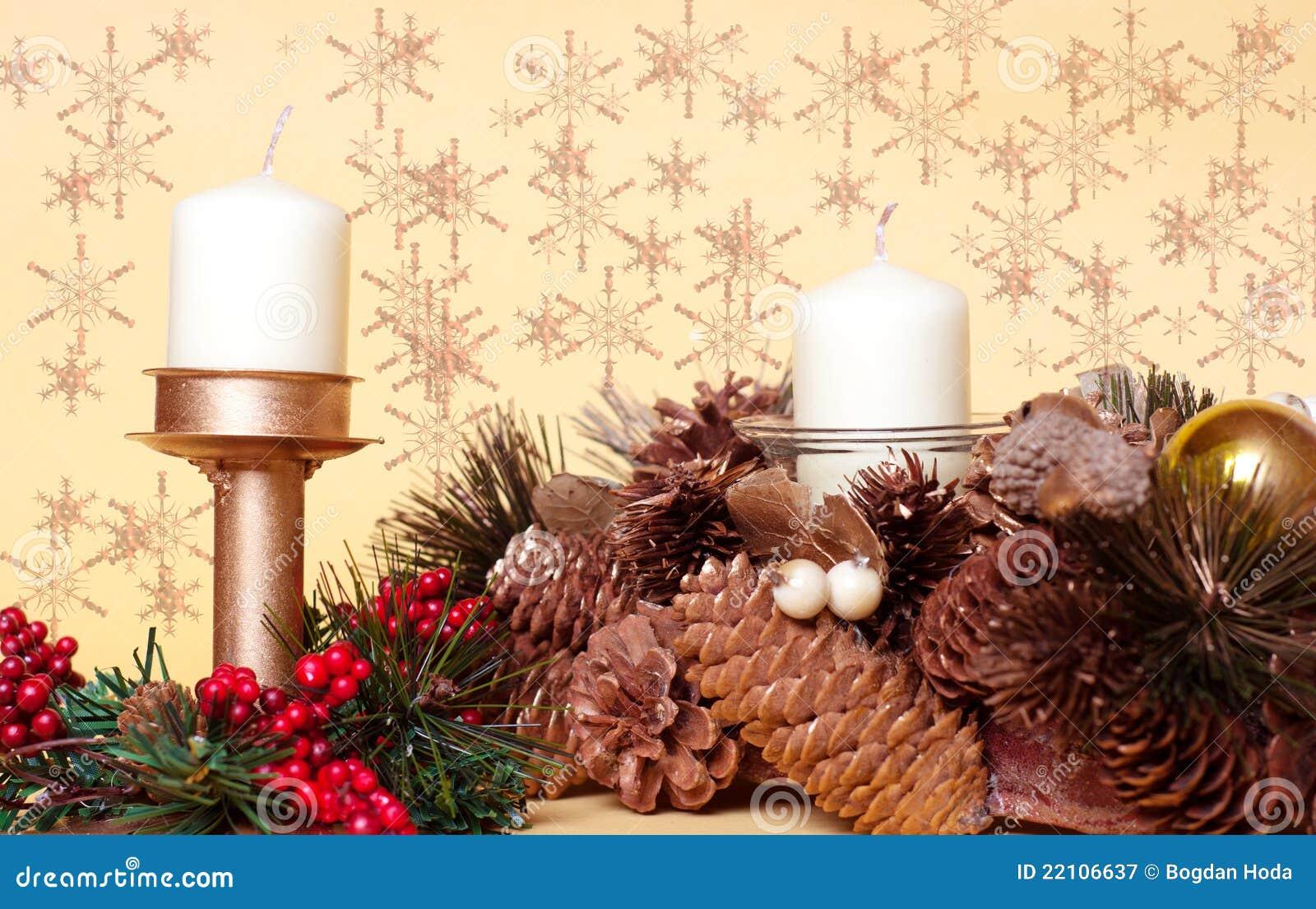 Decoraciones de la navidad con las velas pinos del cono - Decoracion de navidad con velas ...