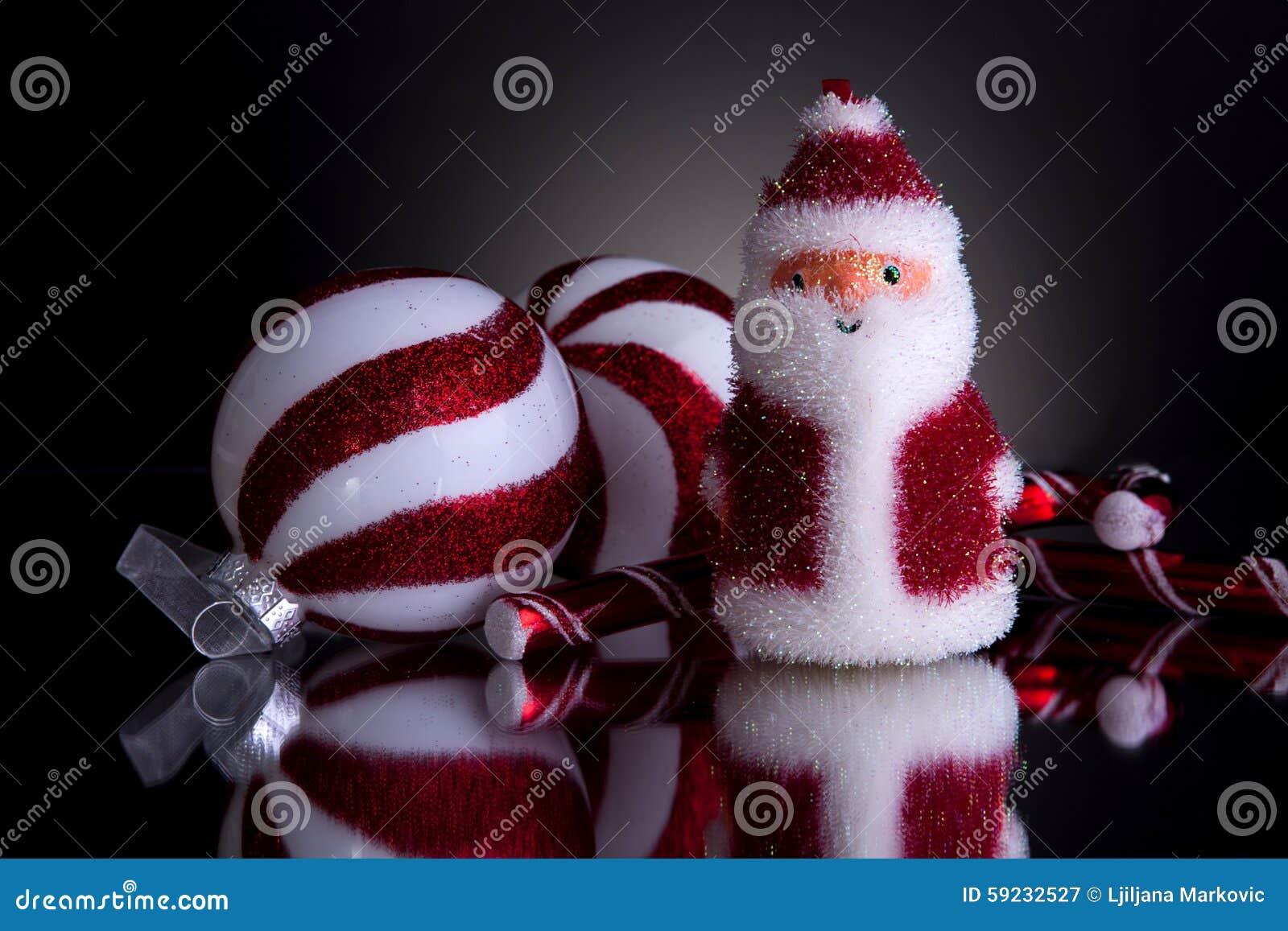 Decoraciones de la Navidad con santa mullido