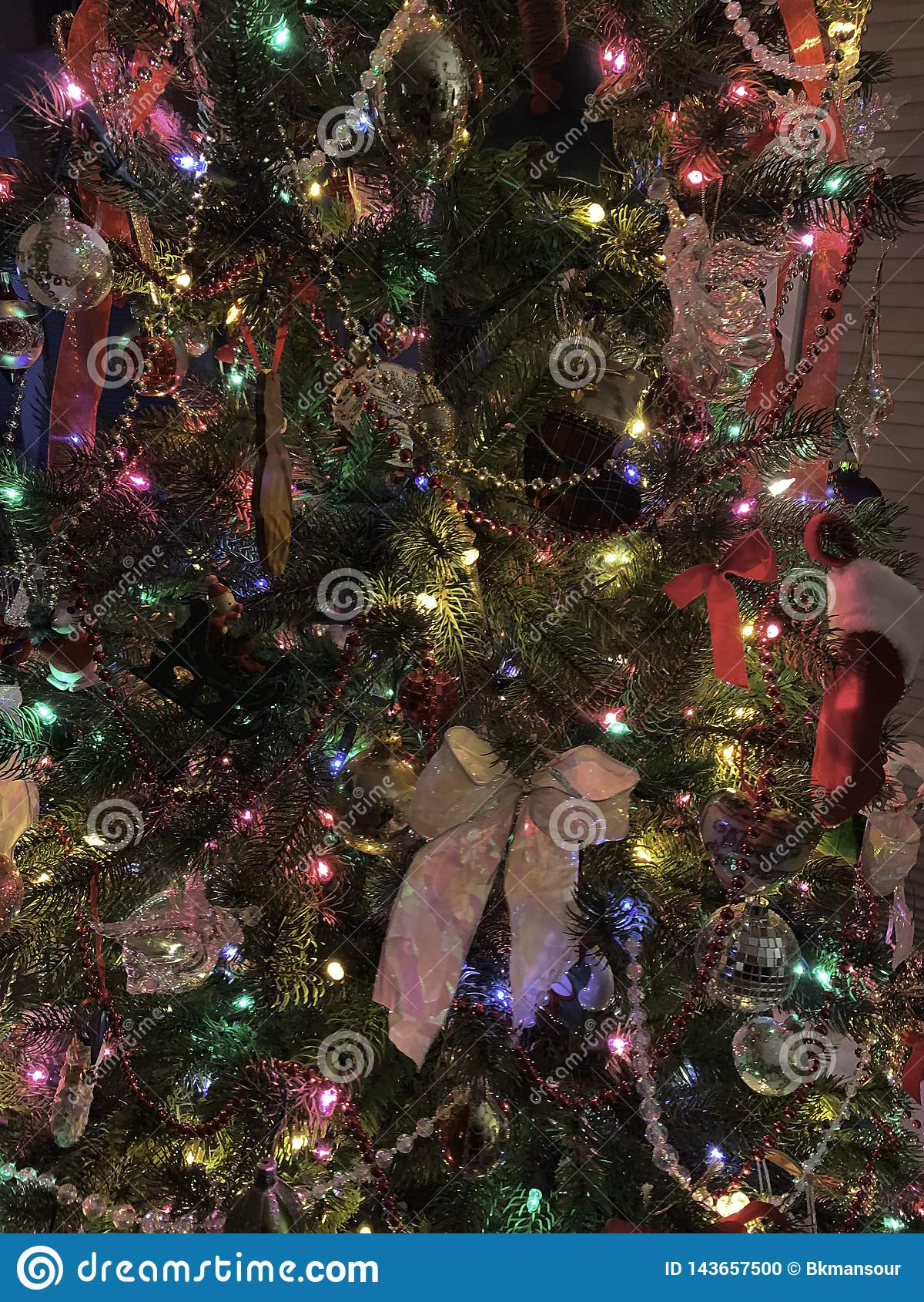 Decoraciones del árbol de navidad, días de fiesta, color