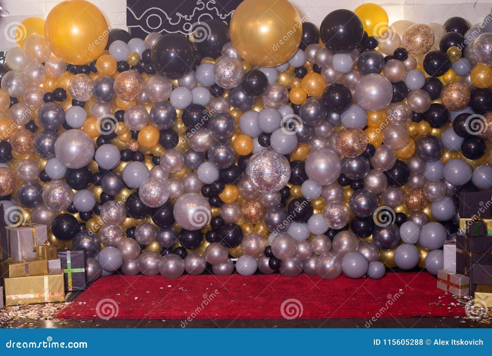 Decorado com a decoração colorida dos balões para a fotografia Photozone