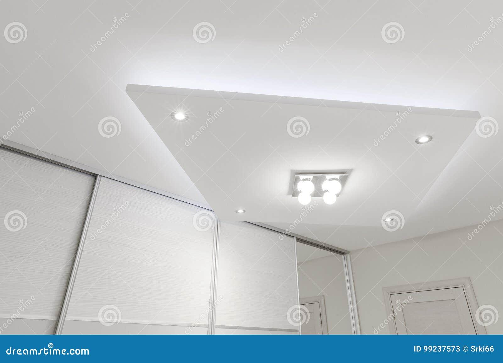 Decoratief Plafond Met Verlichting Stock Afbeelding - Afbeelding ...