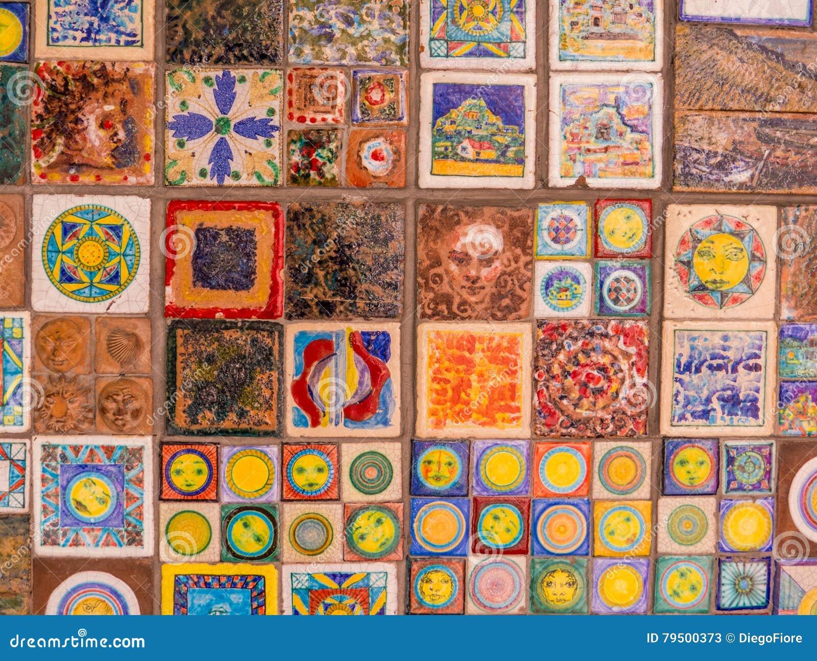 decoratieve italiaanse tegels op muur stock afbeelding afbeelding 79500373. Black Bedroom Furniture Sets. Home Design Ideas