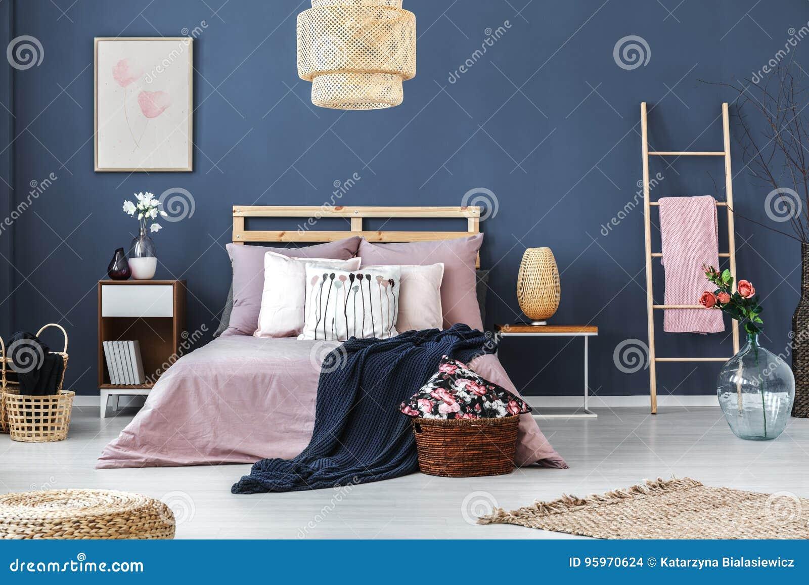 Decoratieve ladder in slaapkamer