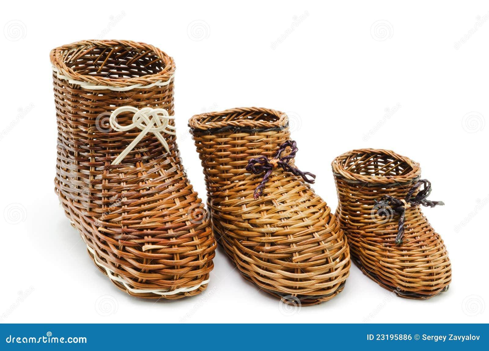 Decoratieve rieten schoenen van de verschillende grootte - Decoratie afbeelding ...