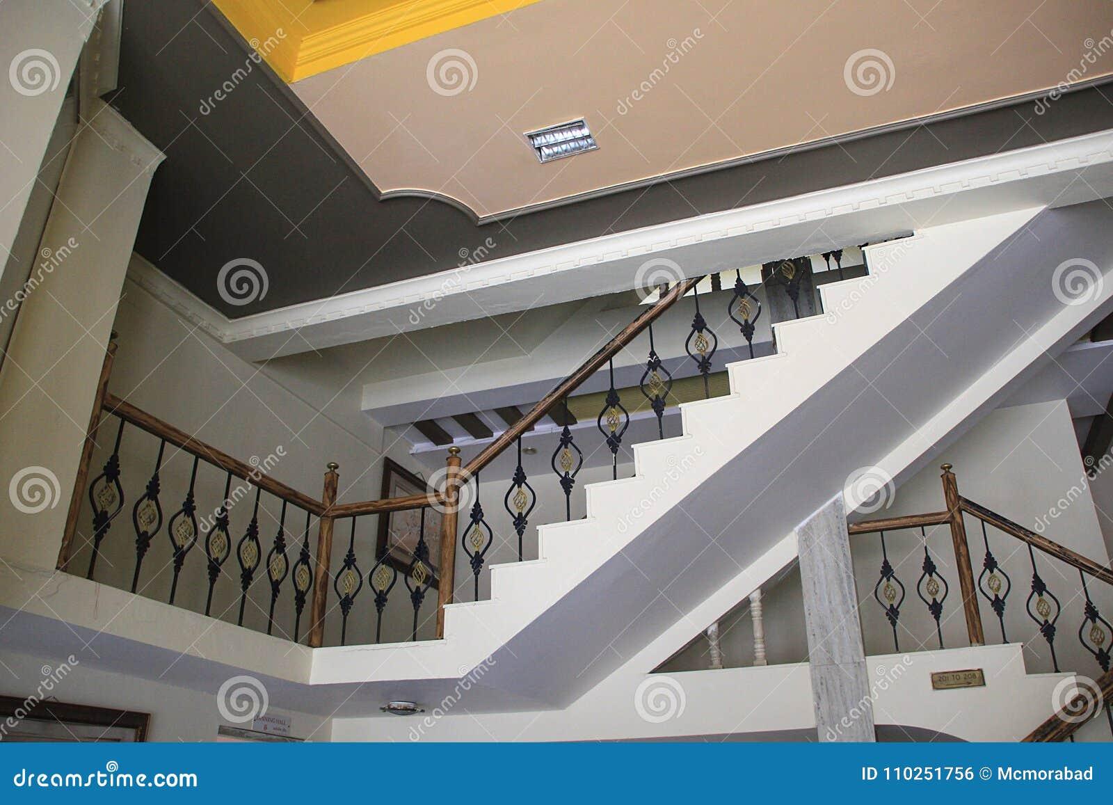 Decoratieve trap van modern huis stock foto afbeelding bestaande