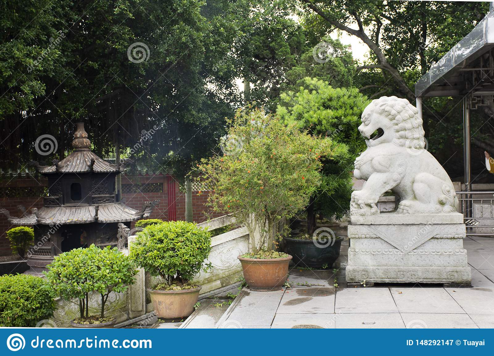 Decoration and sculpture and carving dragon roof of chinese shrine at Tiantan temple in Tian tan garden at Shantou or Swatow