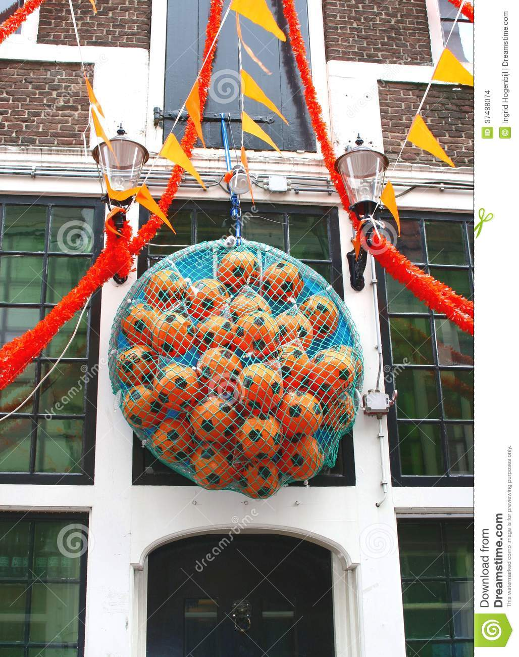 Orange footballs for the european cup amsterdam for Decoration wc