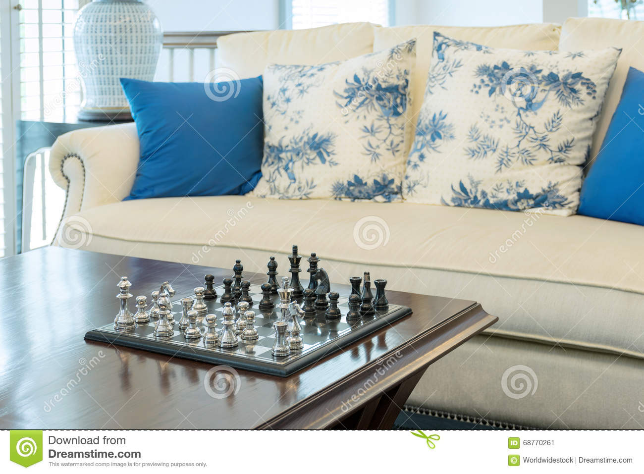Decorative chess board with chess pieces in luxury living for Decorative pieces for living room