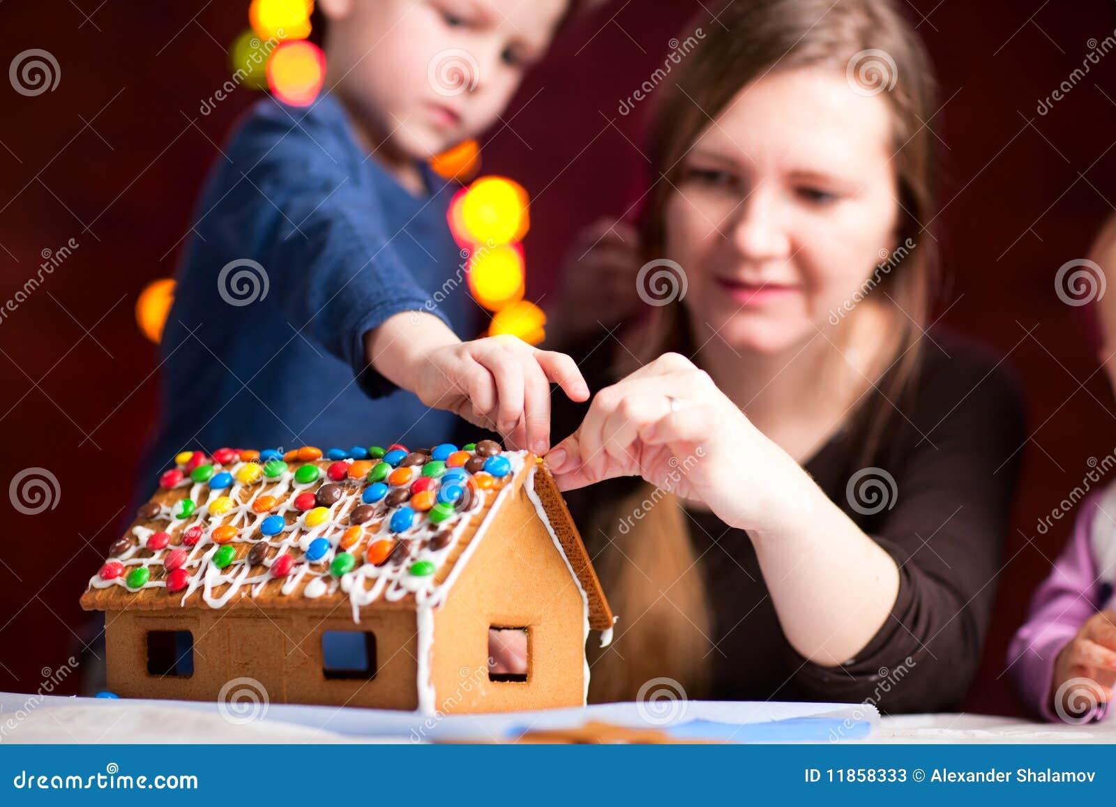 Decorazione della casa di pan di zenzero immagine stock for Decorazione della casa