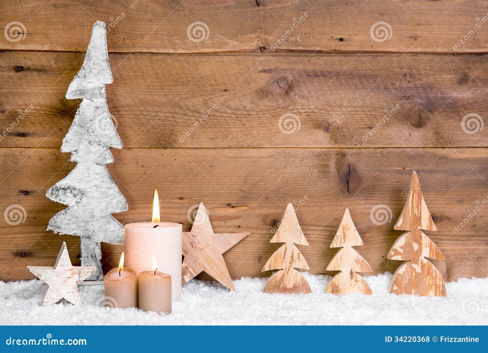 Decorazioni In Legno Natalizie : Decorazione di natale alberi stelle candele e neve di legno su