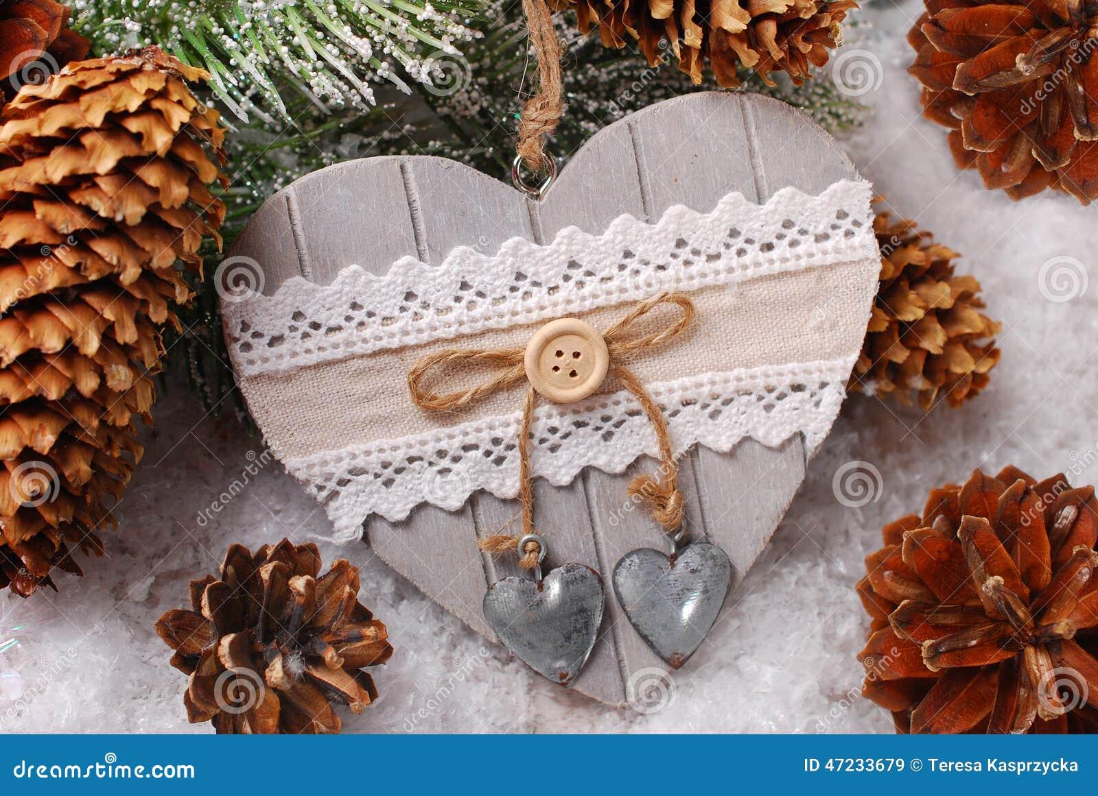 Decorazioni In Legno Natalizie : Decorazione di natale con cuore di legno immagine stock immagine