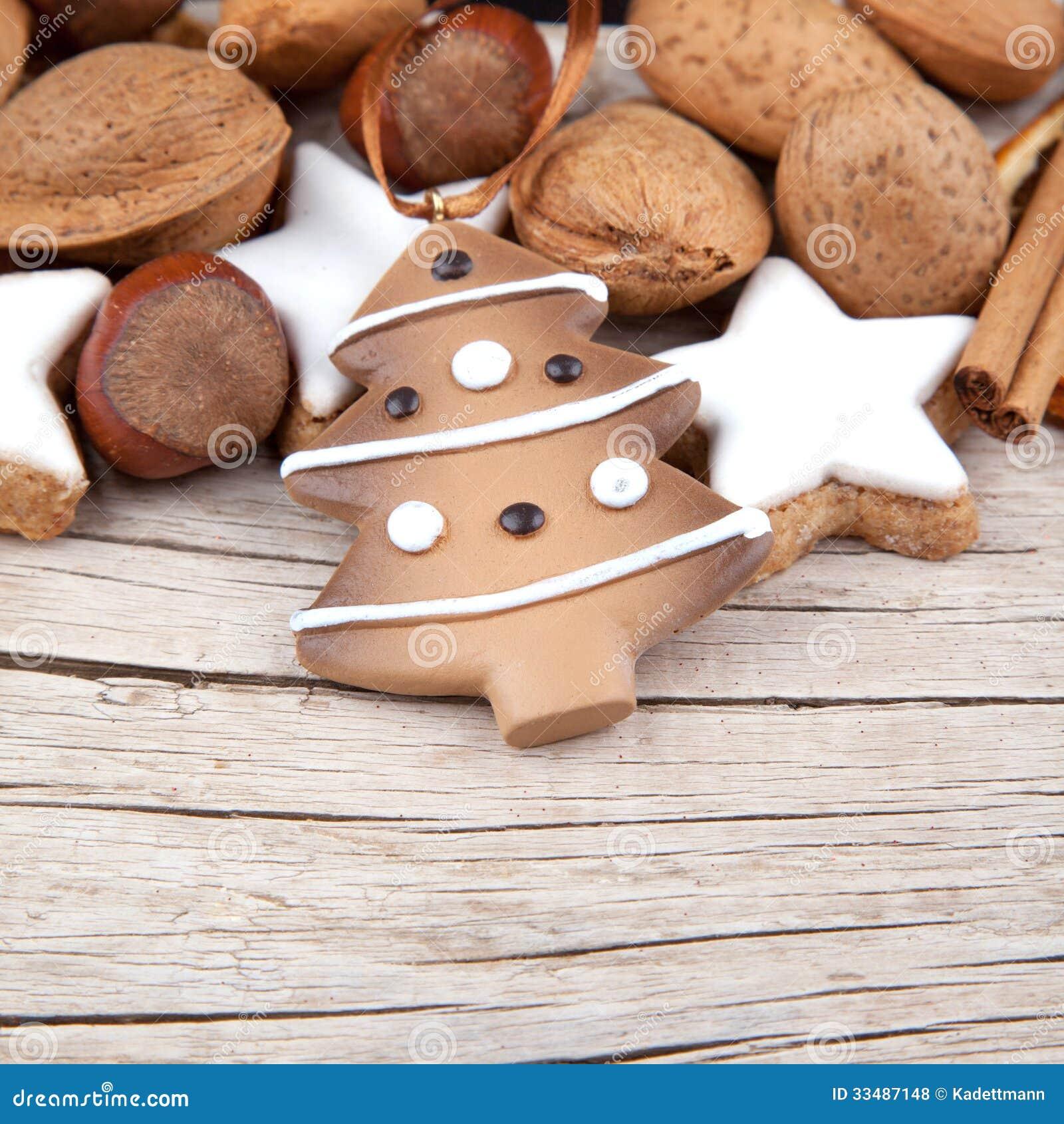 Decorazione di natale con un albero di natale su legno for Albero di natale di legno