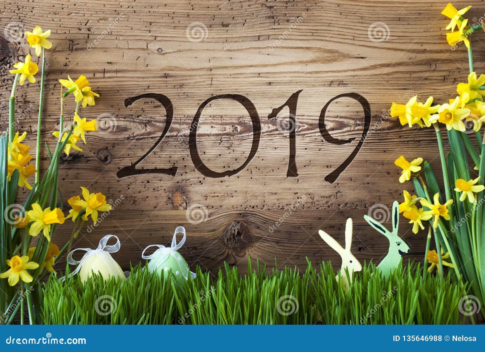 Decorazione di Pasqua, Gras, testo 2019, fondo di legno di Brown