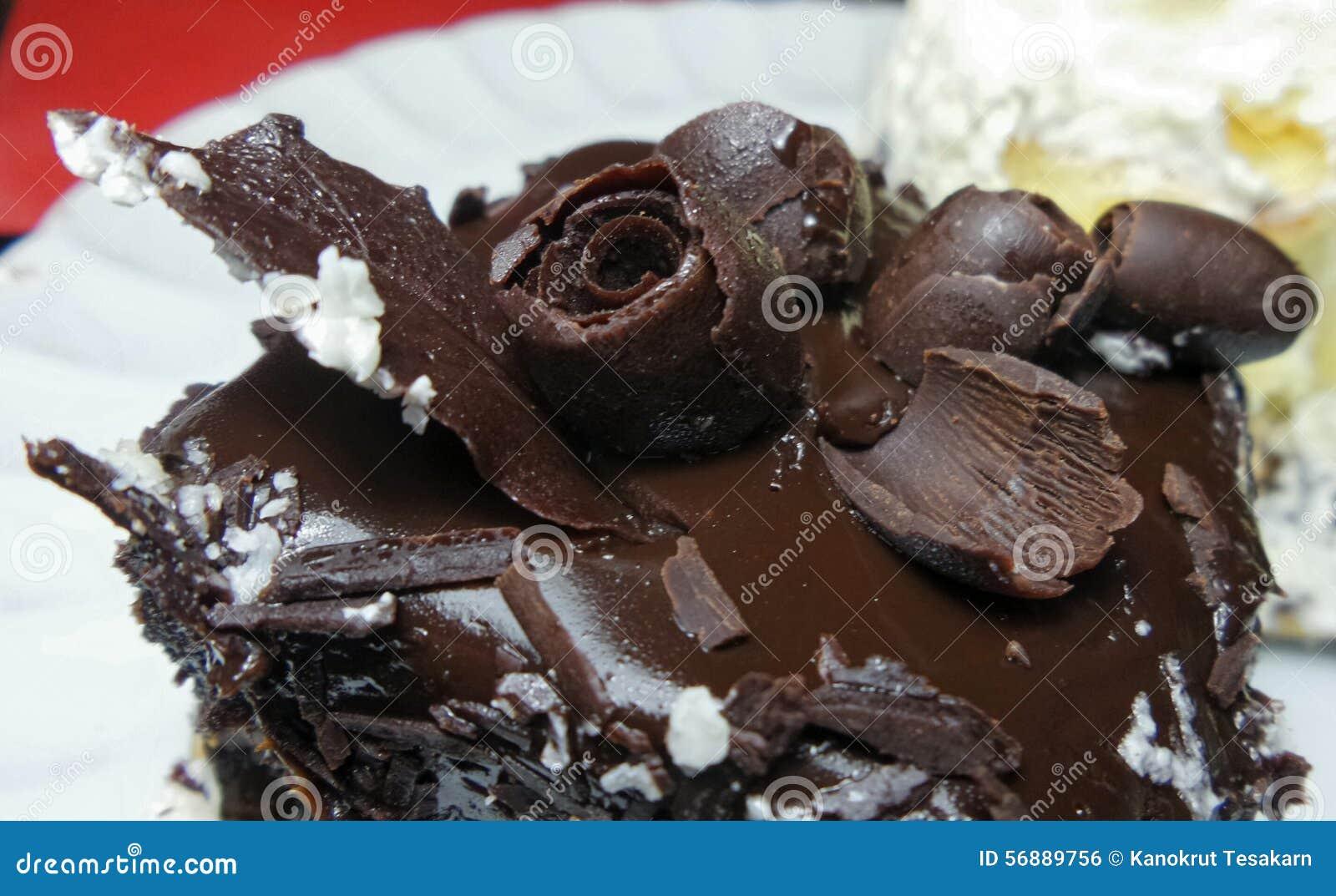Decorazione di superficie dei fiori del dolce di cioccolato