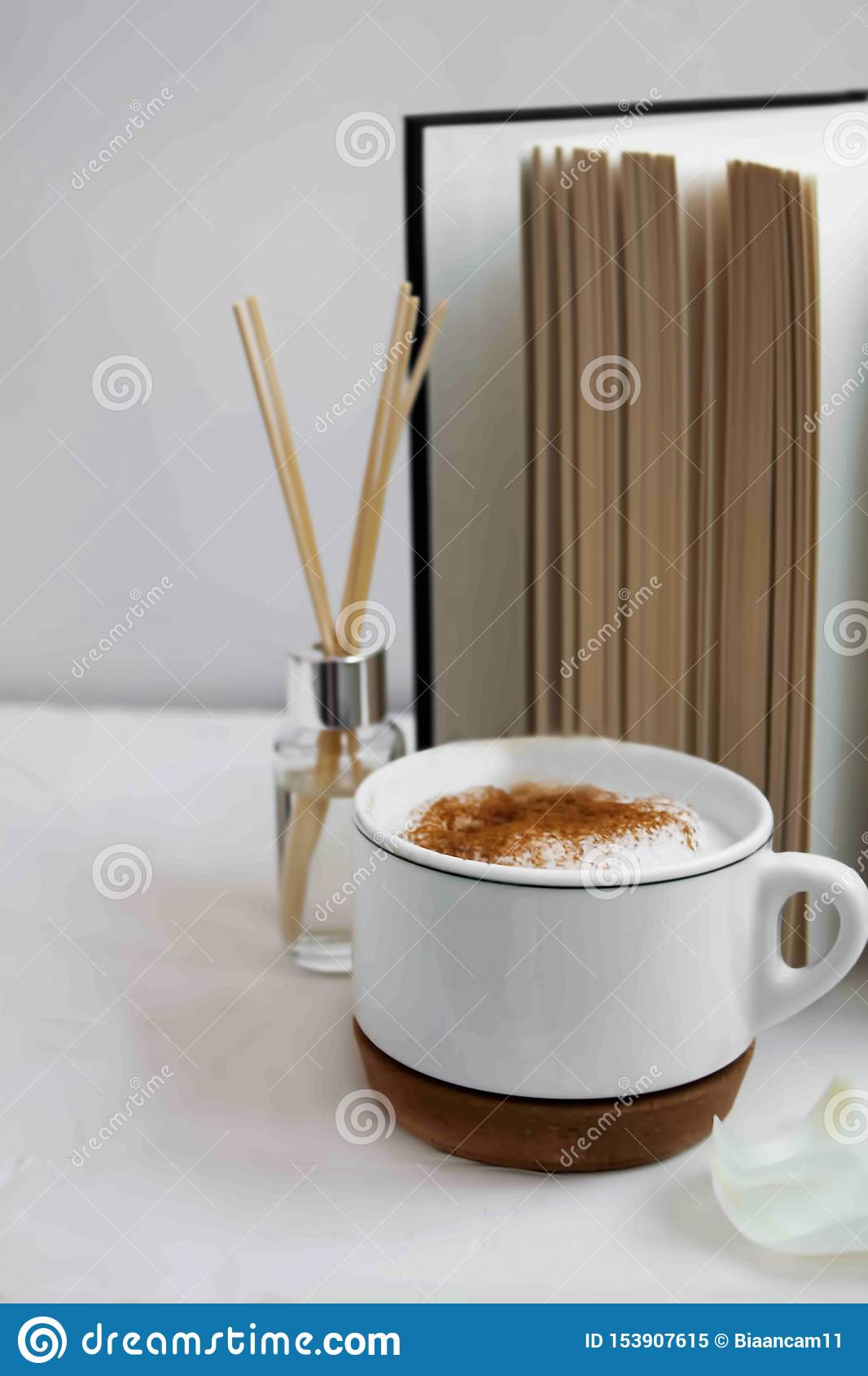 Decorazione domestica con una tazza di caffè