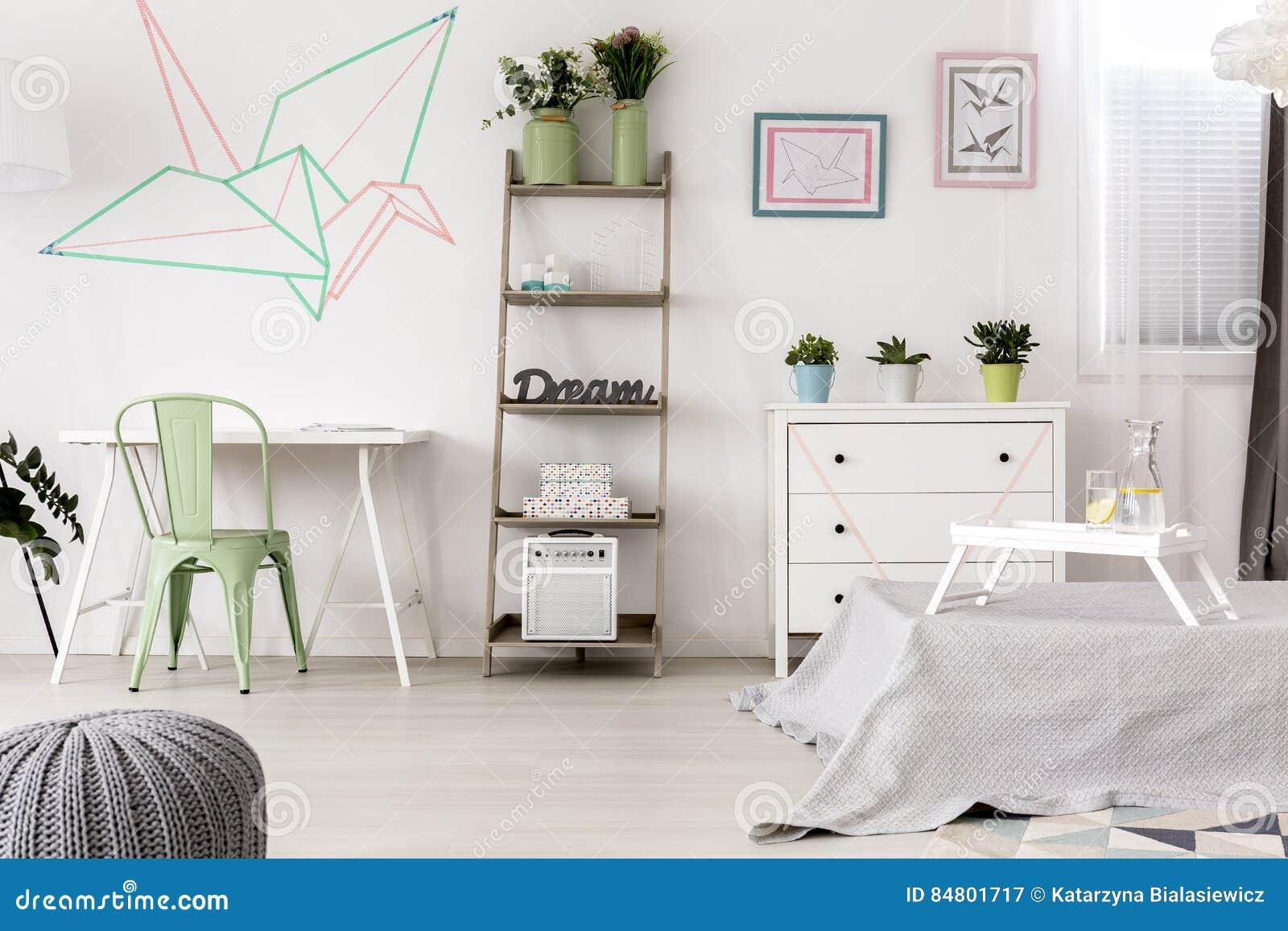 Decorazione Camere Da Letto : Decorazione originale di origami in camera da letto illustrazione