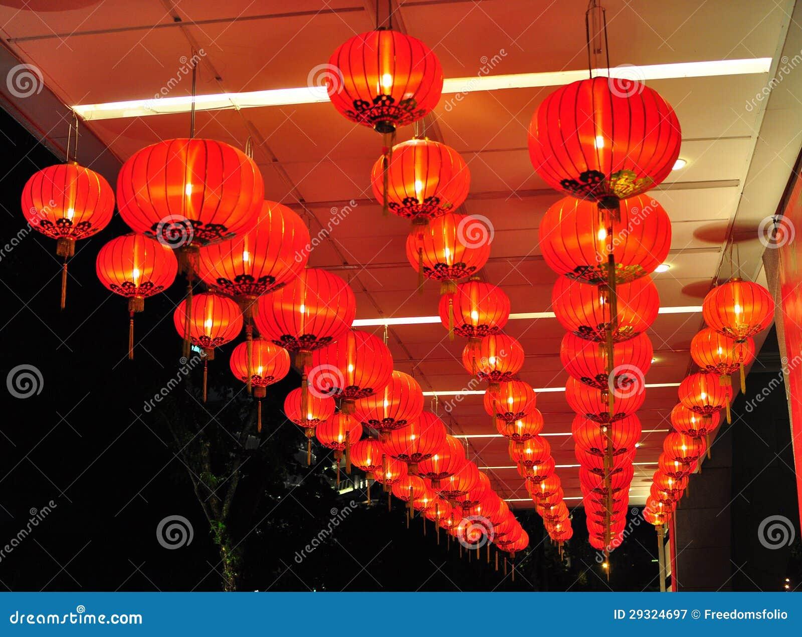 Decorazioni Con Lanterne Cinesi : Decorazioni dell nuovo anno con le lanterne cinesi immagine stock