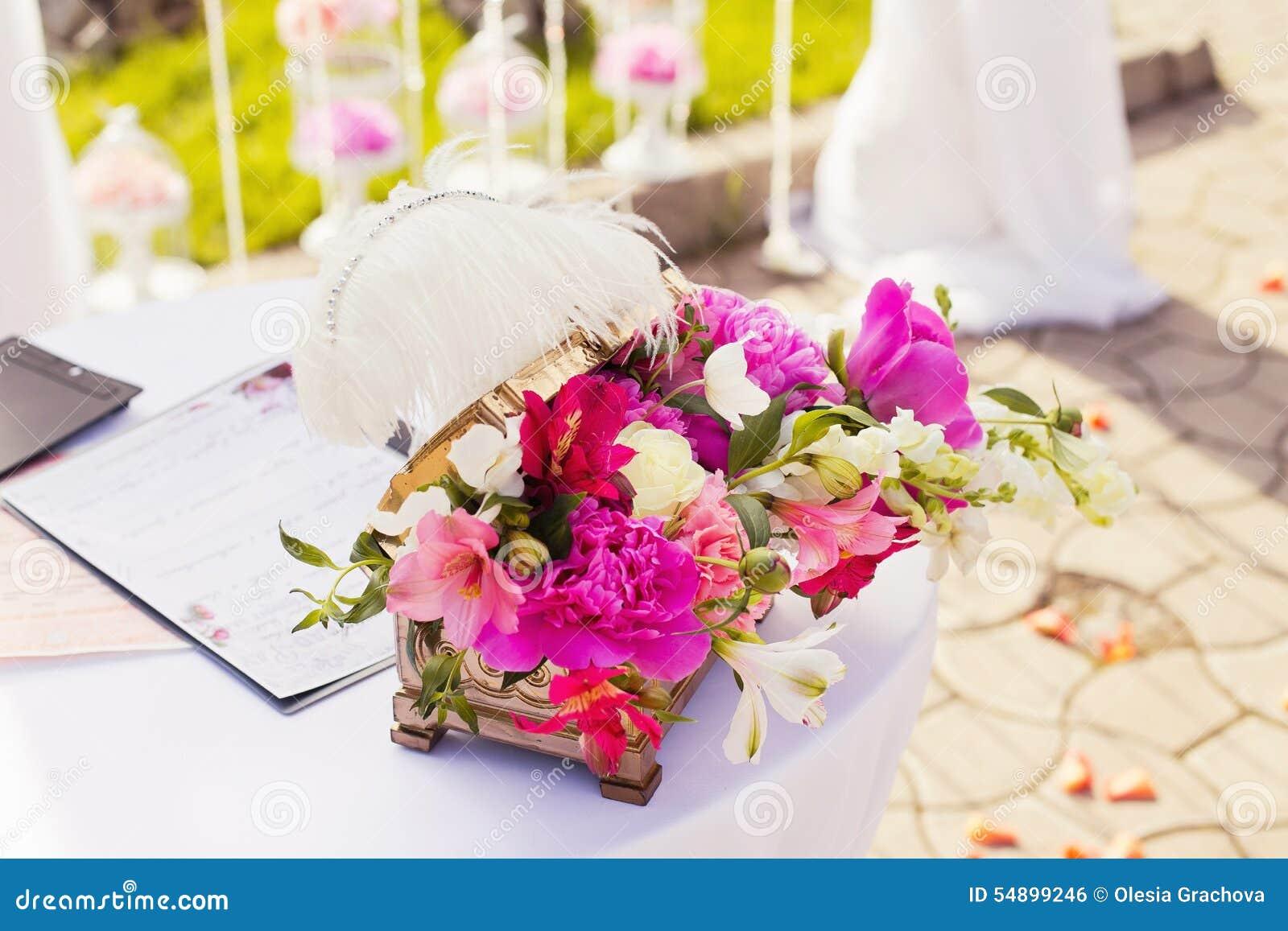 Decorazioni della tavola di nozze matrimonio alla moda fotografia stock immagine 54899246 - Alla tavola della longevita ...