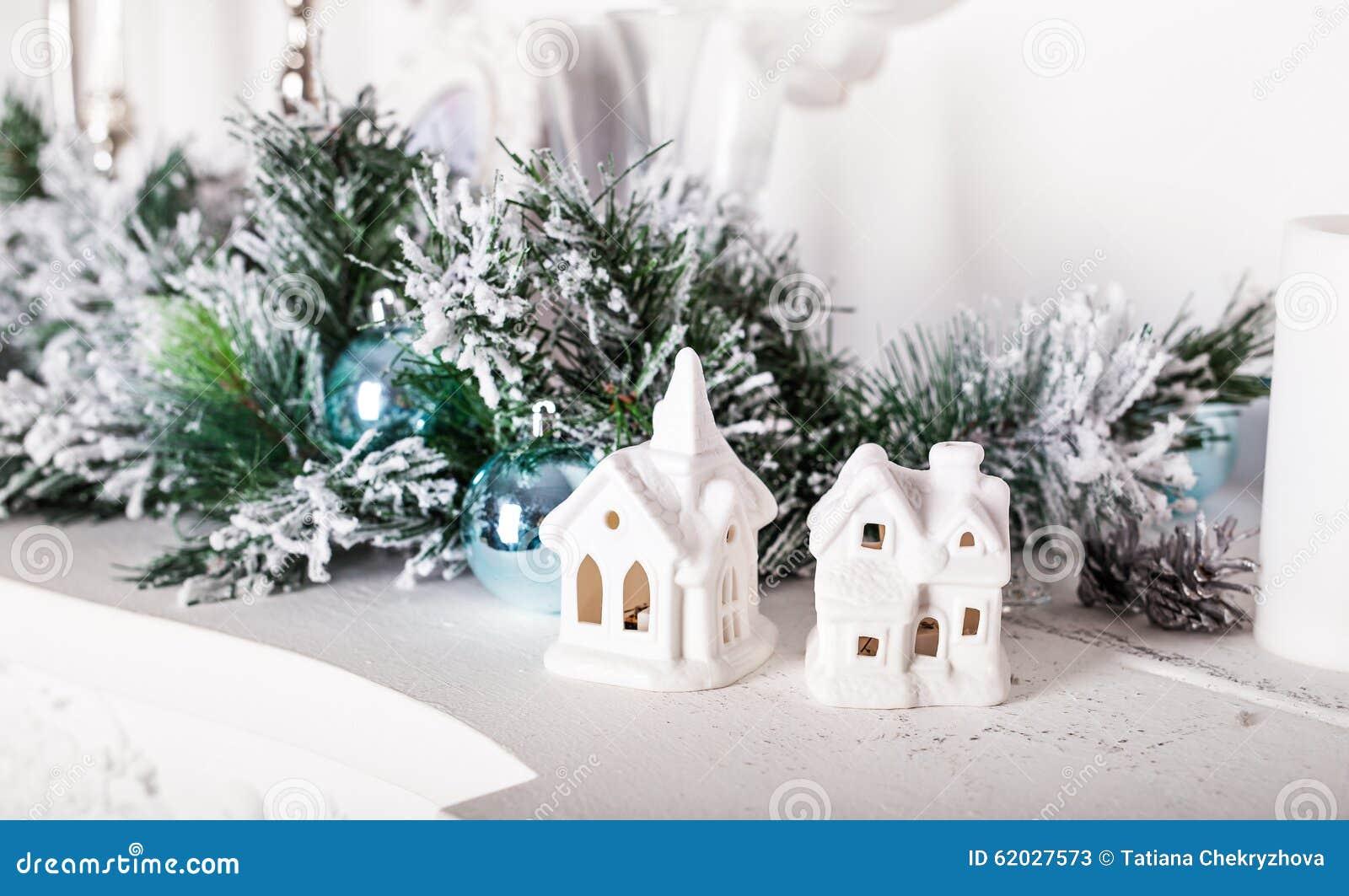 Decorazioni di natale case bianche immagine stock immagine di decorativo dicembre 62027573 - Decorazioni bianche ...