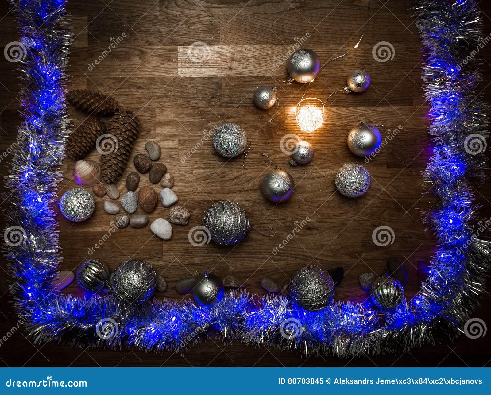 Decorazioni di Natale con le pietre e la luce magica
