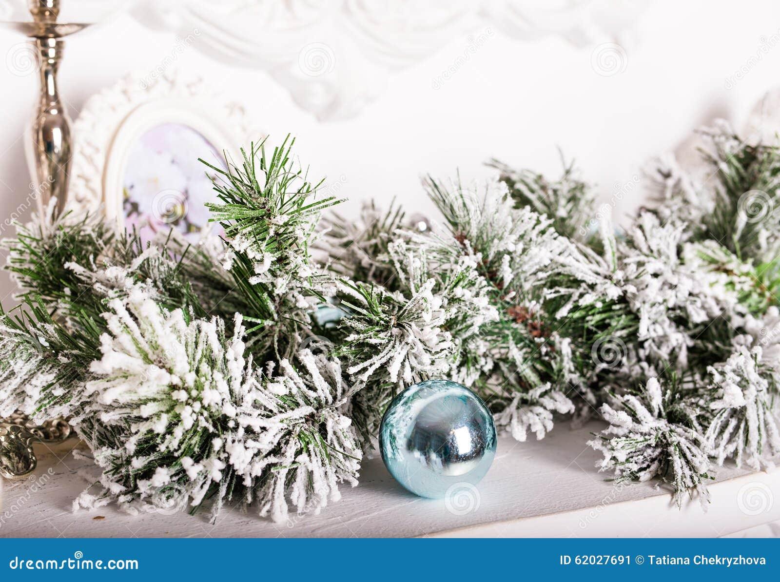 Decorazioni Natalizie Sul Camino.Decorazioni Di Natale Sul Caminetto Immagine Stock