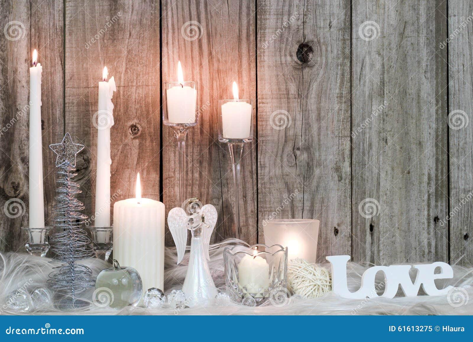 Decorazioni e candele di natale da fondo di legno immagine - Decorazioni in legno per natale ...