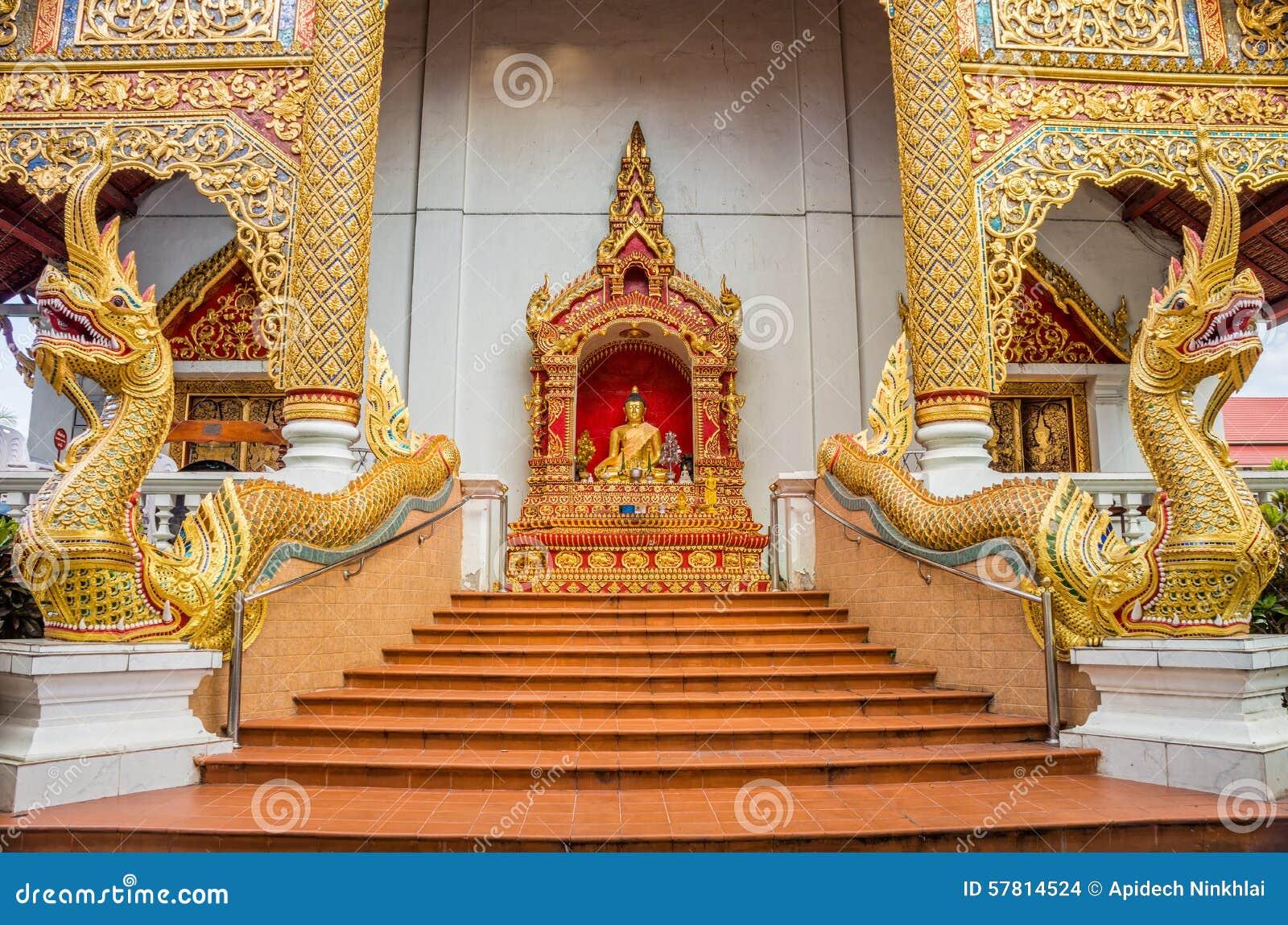 Decorazioni Esteriori Delle Scala E Dell'entrata Di Wat Pha Sing ...