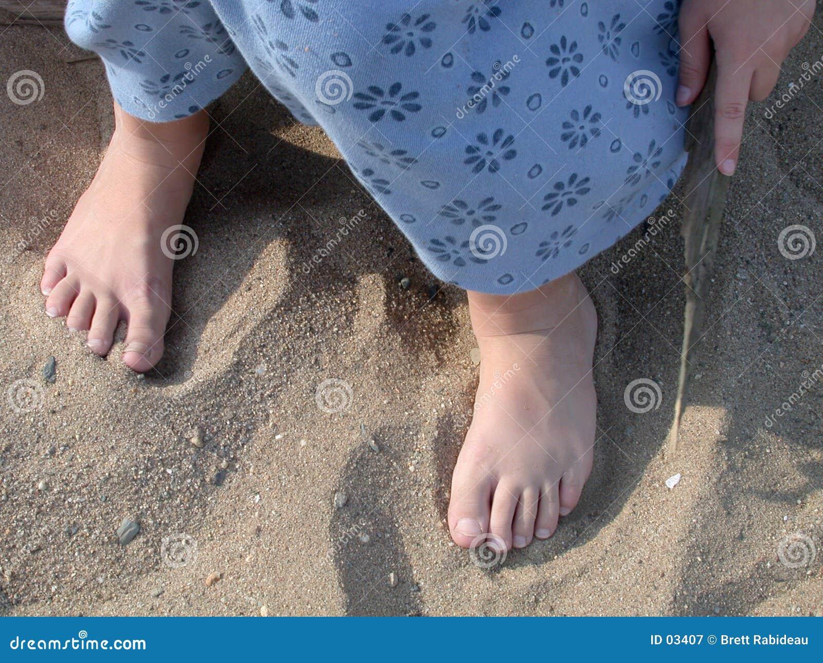Dedos do pé na areia
