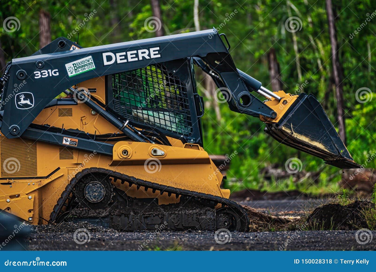 Deere 331g
