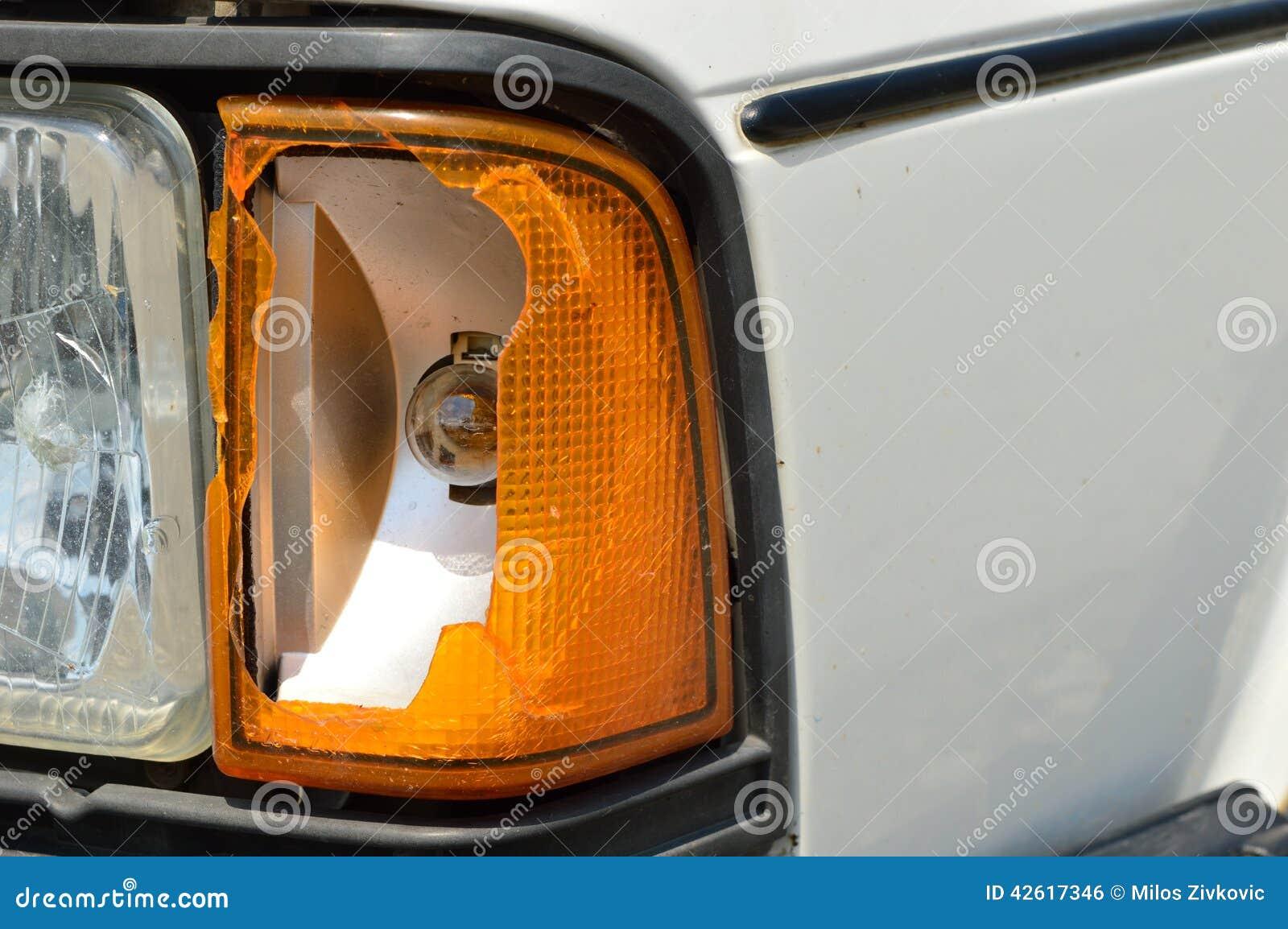 defektes licht auf einem auto stockfoto bild von lampe. Black Bedroom Furniture Sets. Home Design Ideas