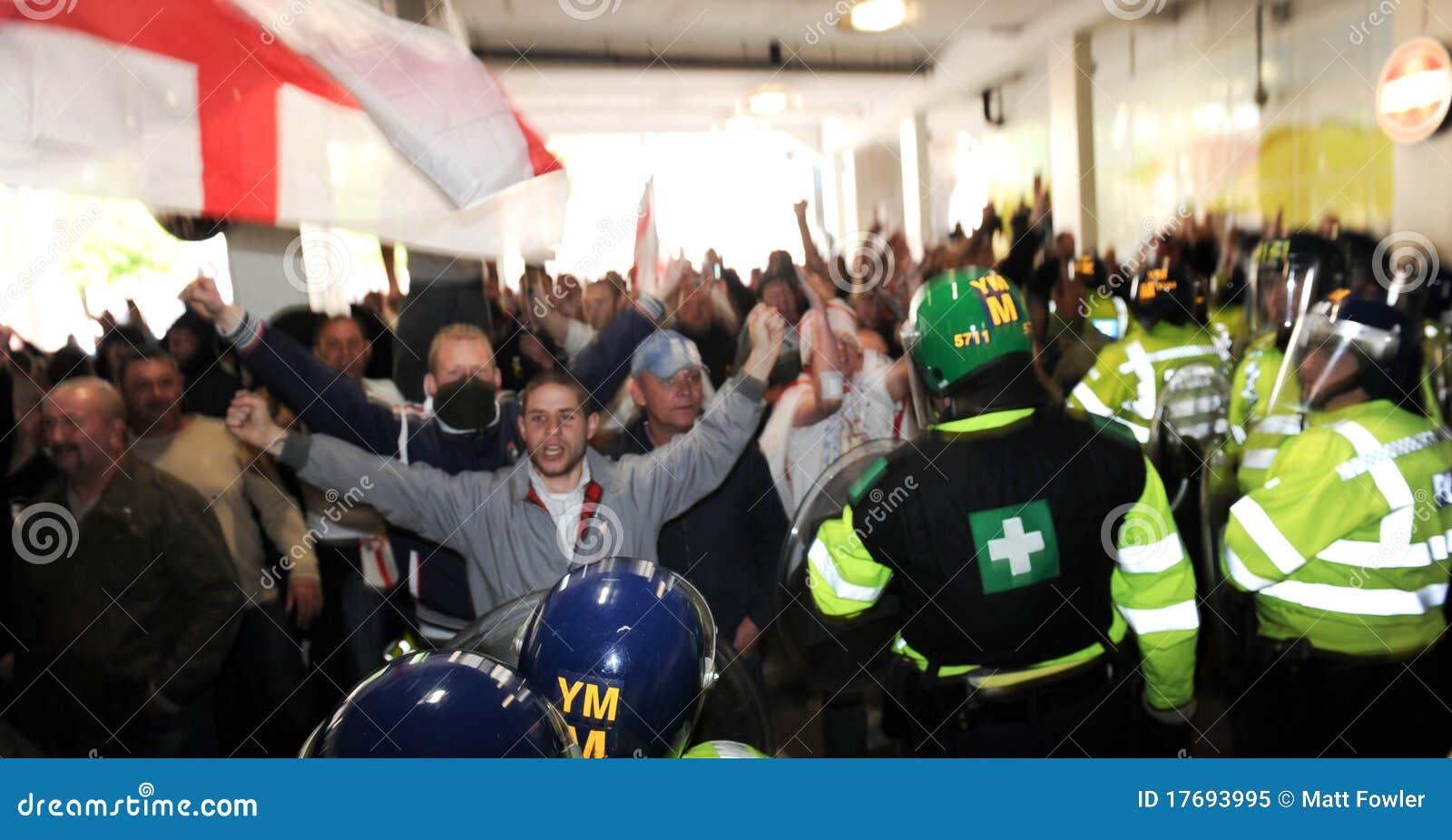 Defence angielski liga protest