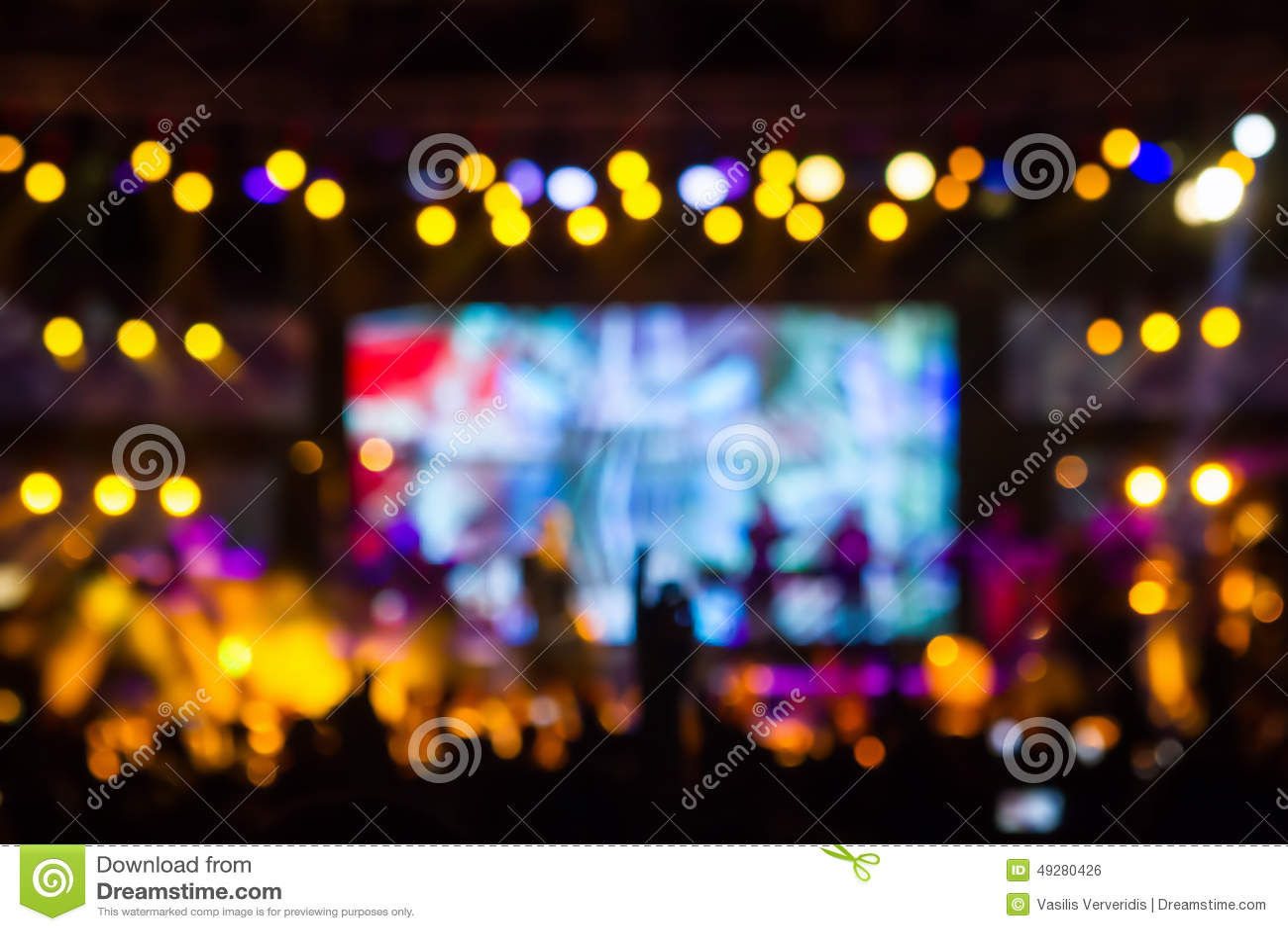 Defocused rozrywka koncerta oświetlenie na scenie, bokeh