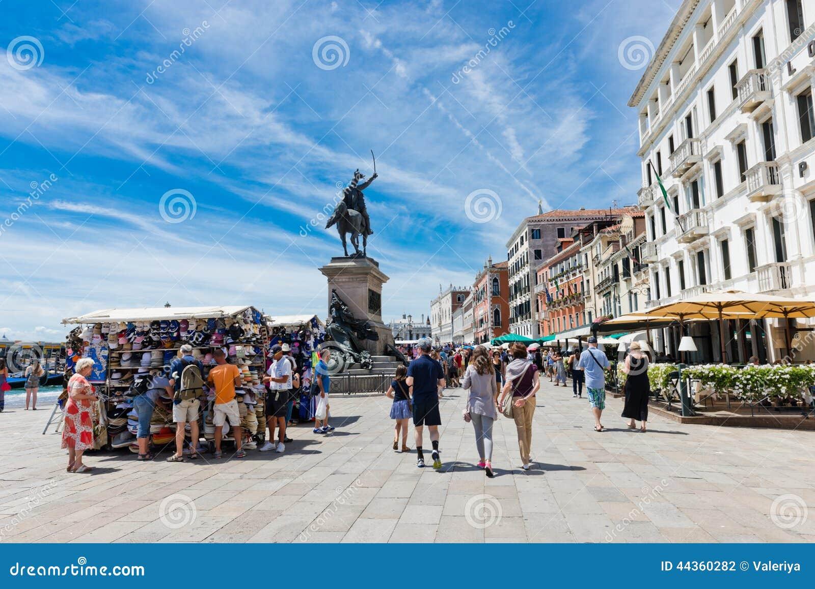 Degli Schiavoni di Riva di mattina a Venezia