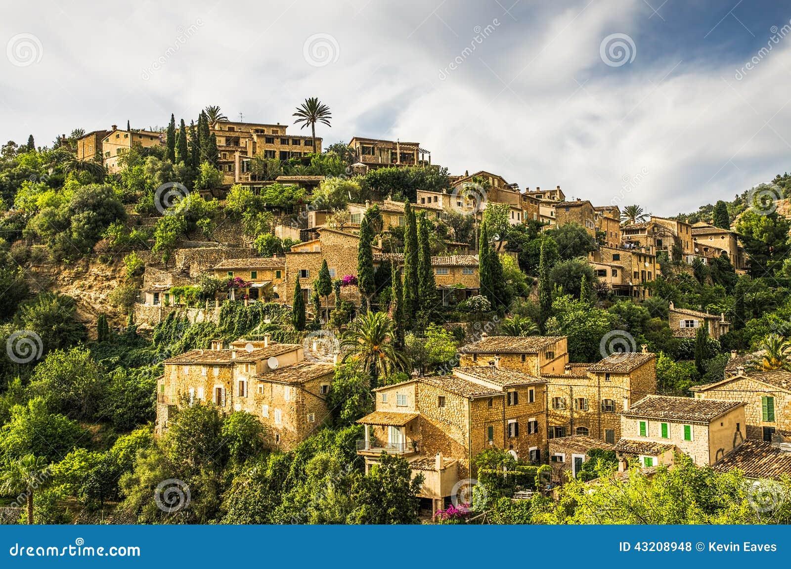 Download Deia by på Majorca arkivfoto. Bild av landmark, sceniskt - 43208948