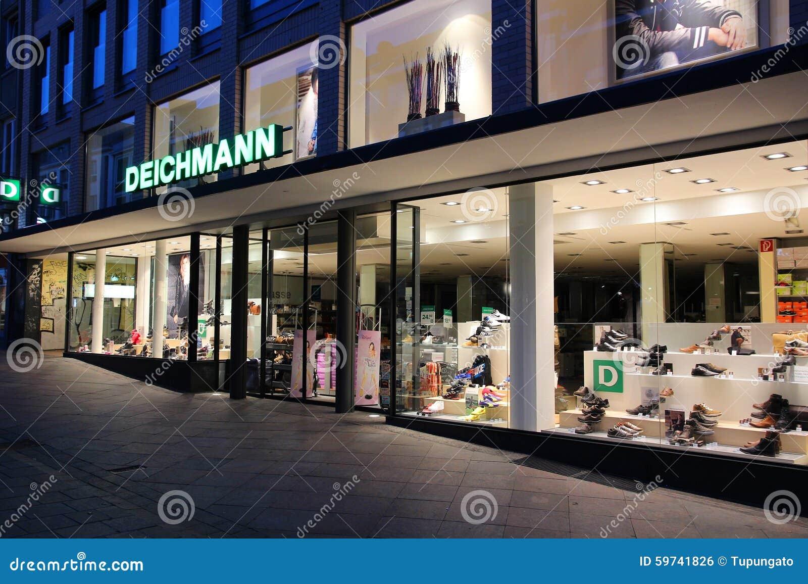 af1f9cda4d6 LUBECK TYSKLAND - AUGUSTI 29, 2014: Lager för Deichmann skodonmode i  Lubeck, Tyskland Deichmann har 3.600 skodiversehandel runt om världen