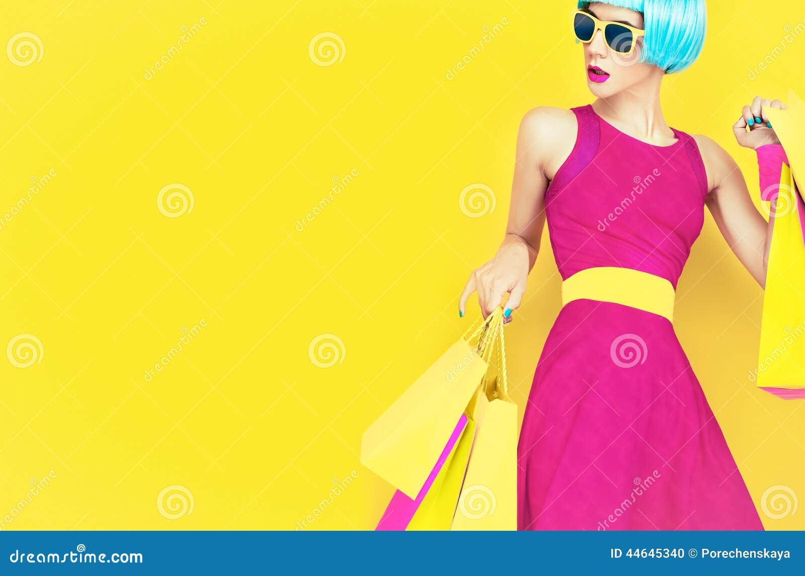 Deixe-nos ir comprar! Senhora glamoroso da forma