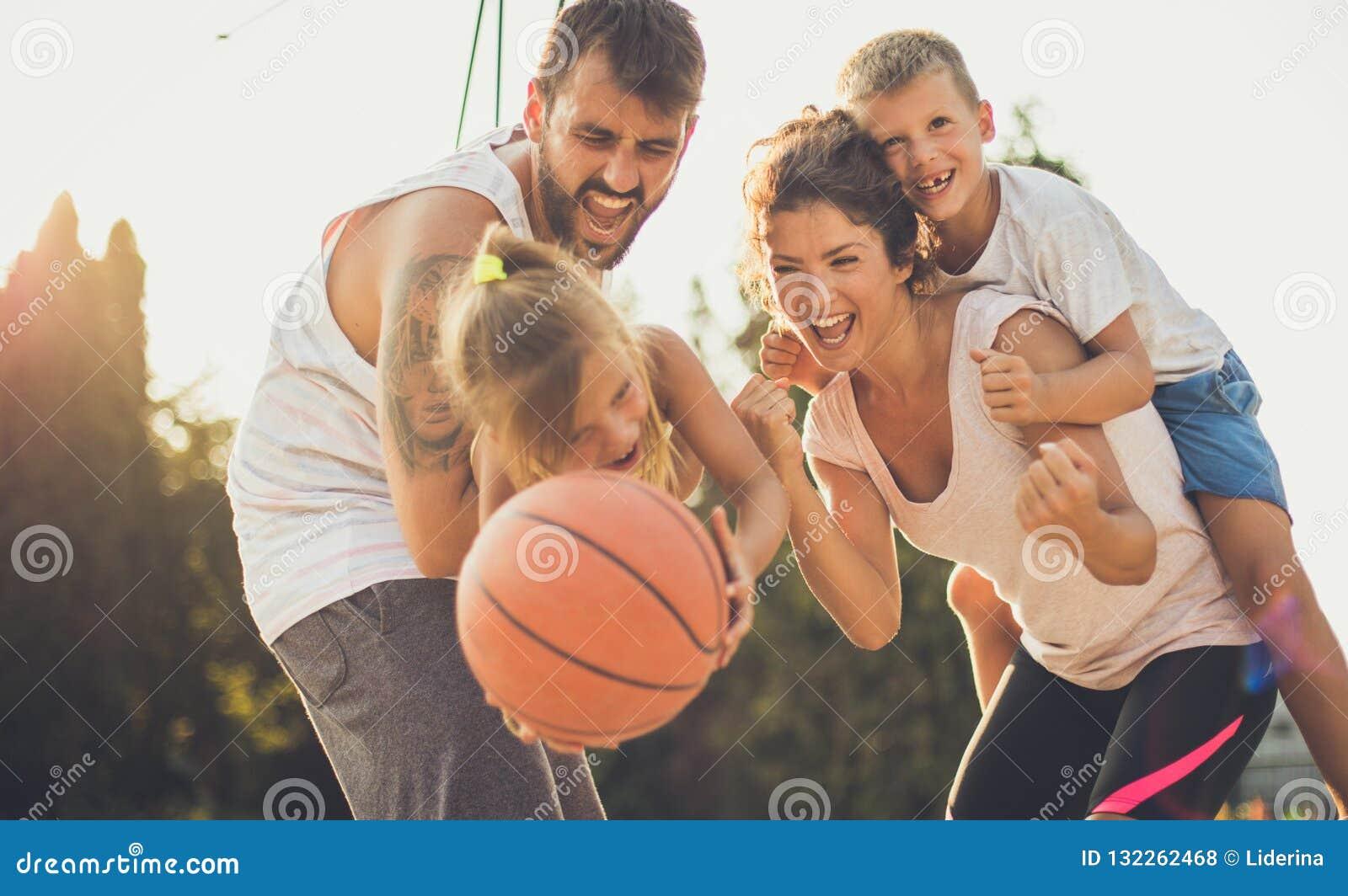 Deje a sus niños ser felices con usted