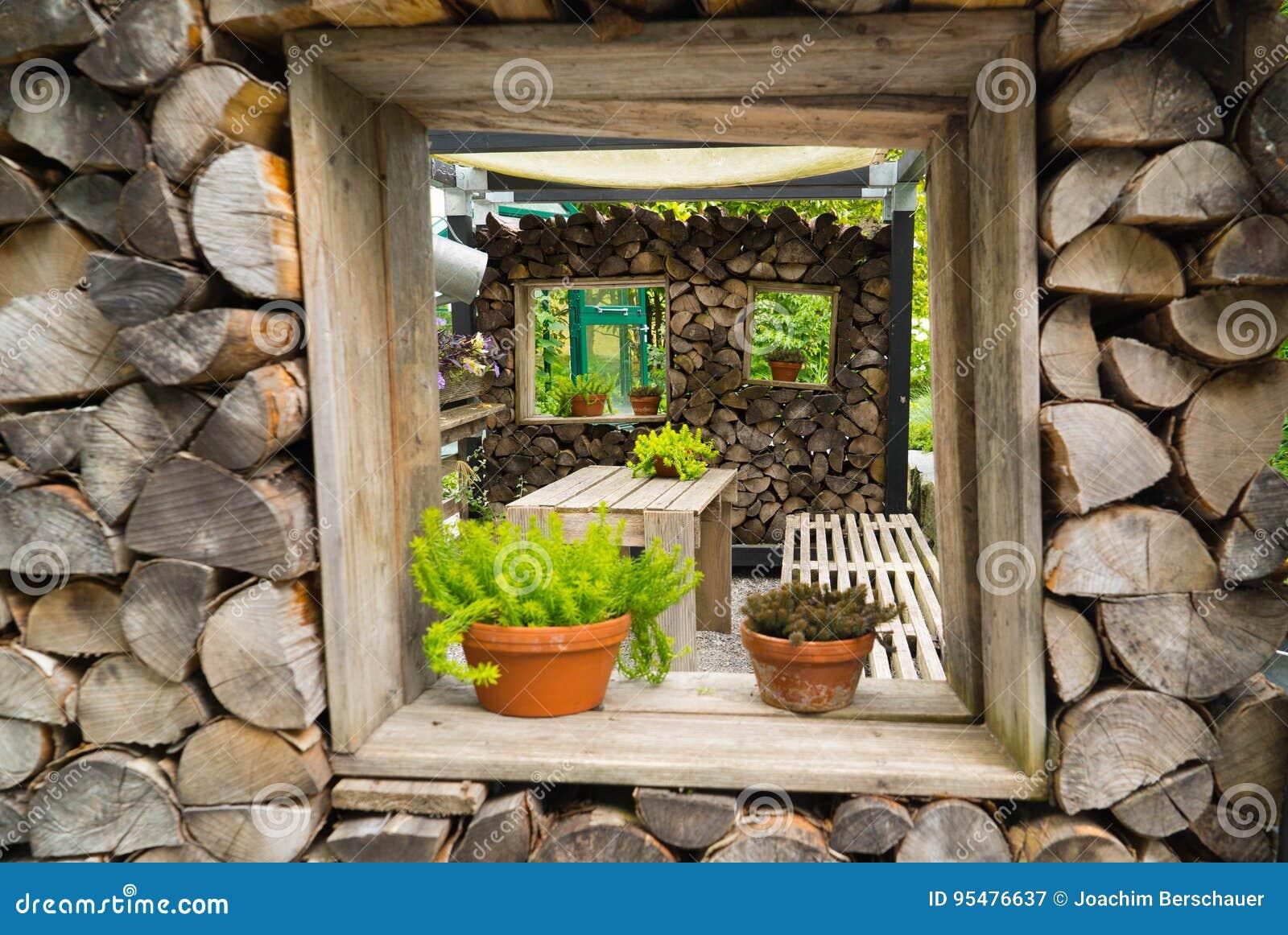 Dekoration Des Hauses Vom Brennholz Stockbild - Bild von zaun ...