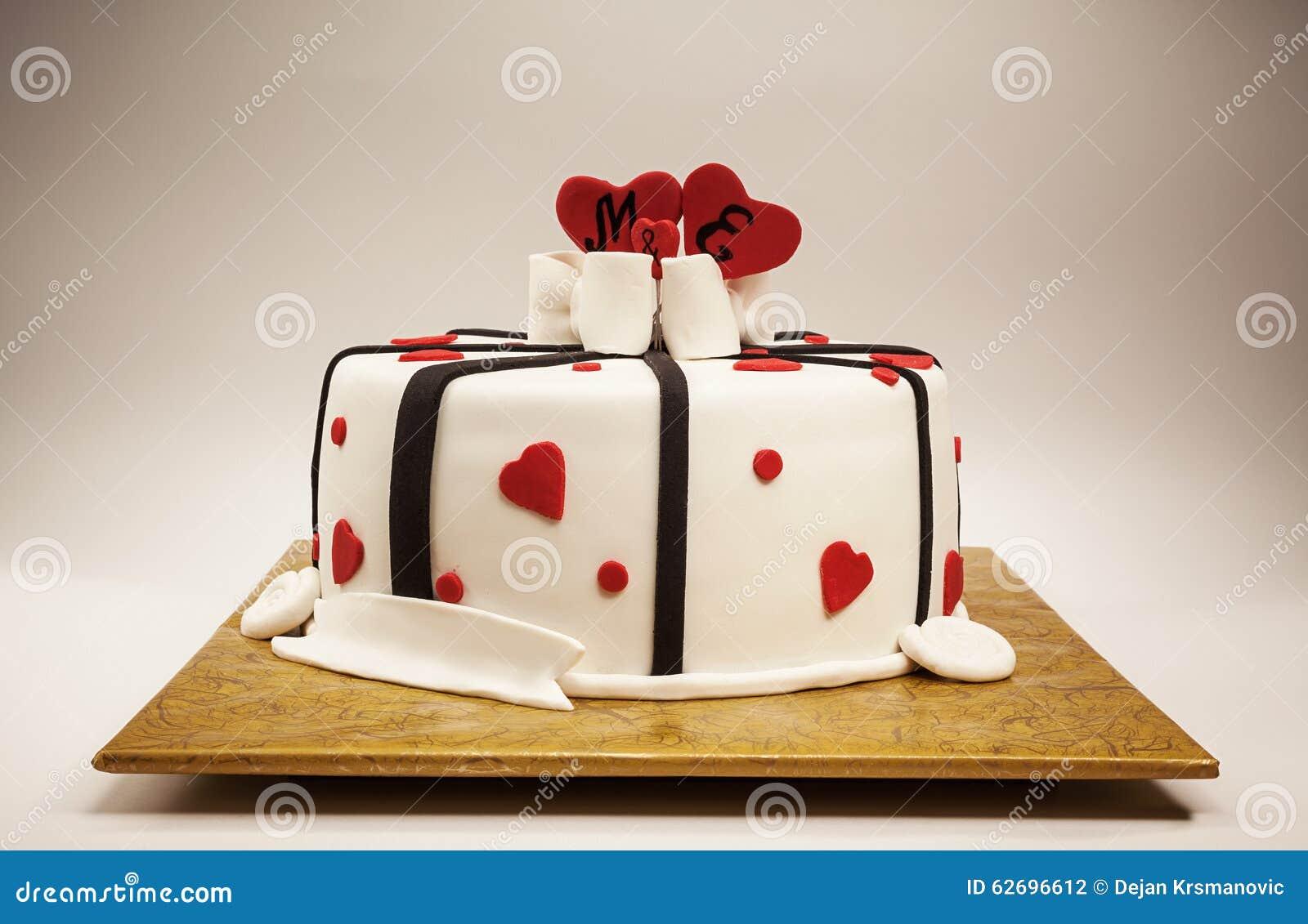 Dekoration eines Jahrestags-Kuchens