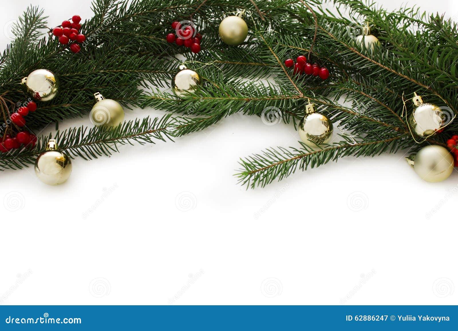 Dekorationen mit Weihnachtsbaum und Weihnachtsspielwaren lokalisiert auf weißem Hintergrund Kartenrahmen des neuen Jahres