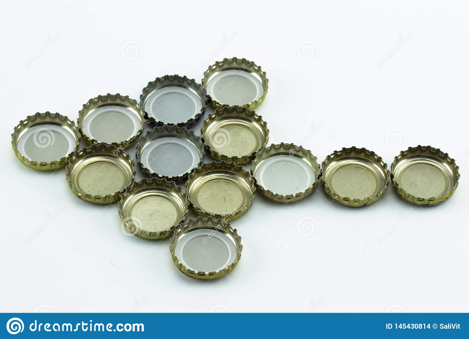 Dekorativa öllock på vit bakgrund Metallräkning från glasflaskor