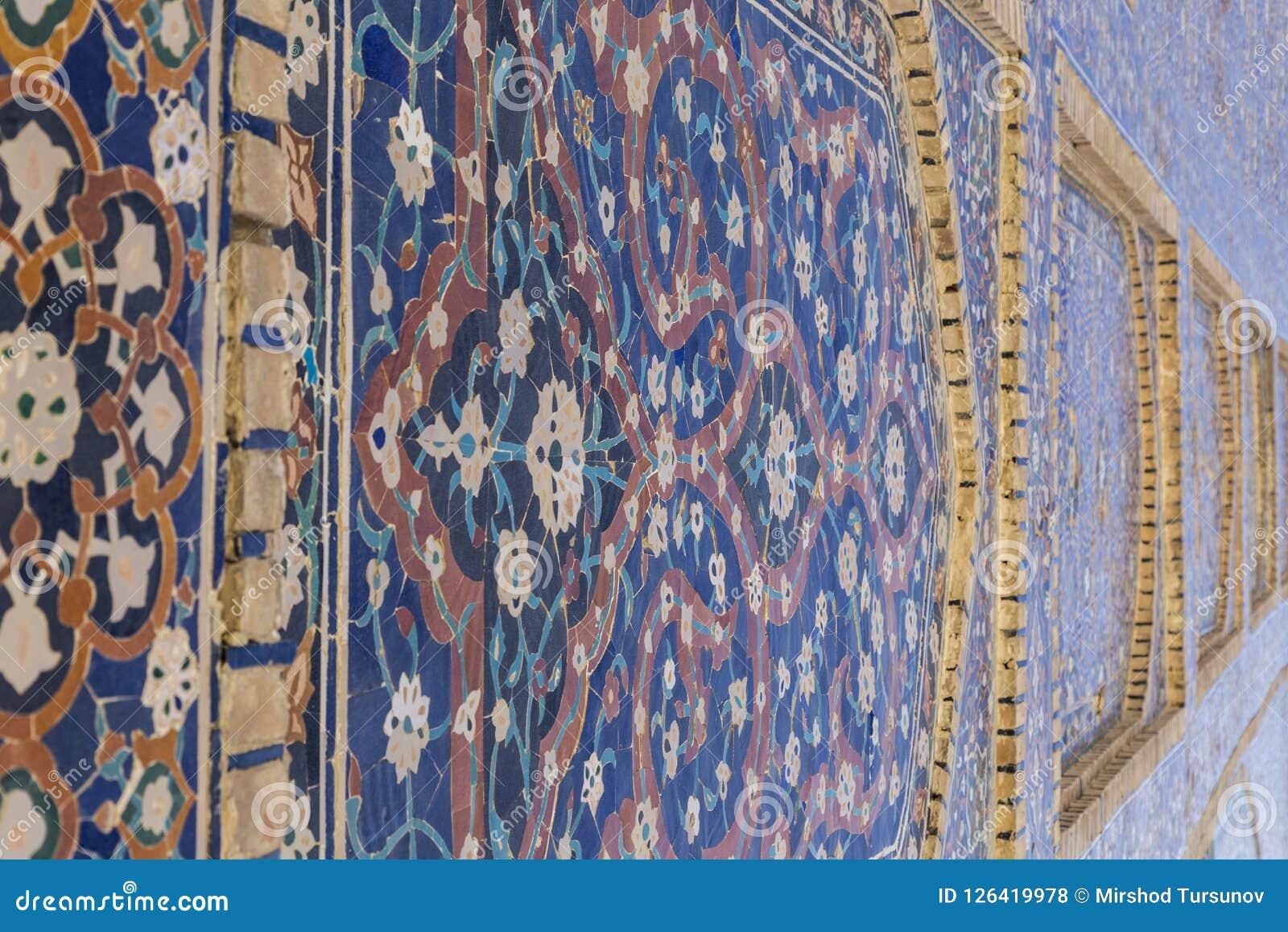 Dekorativa modeller och arkitektoniska detaljer av madrasah i Bukhara, Uzbekistan