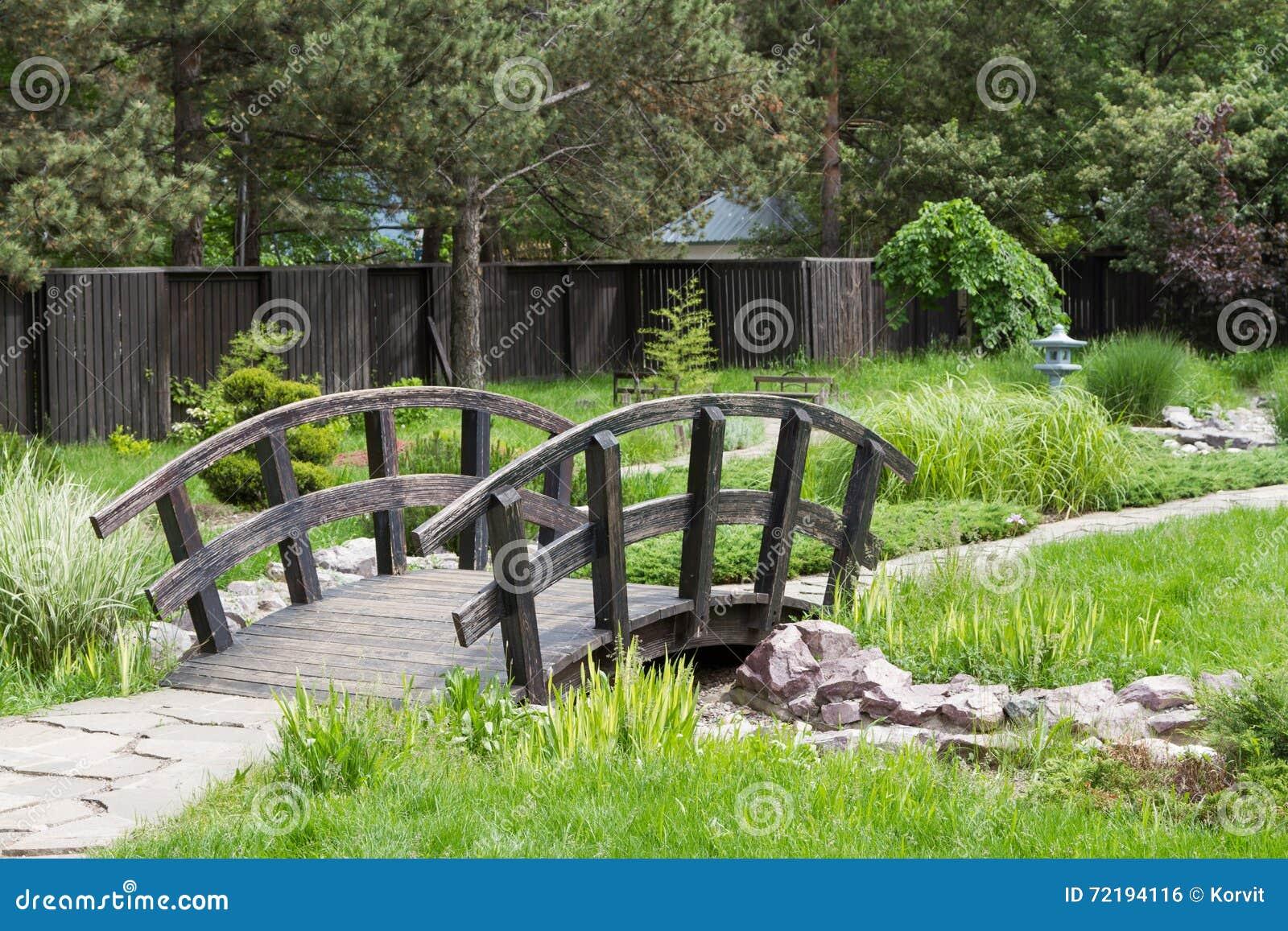 Dekorative Brücke Im Garten Stockfoto Bild Von Gebäude Dekorativ
